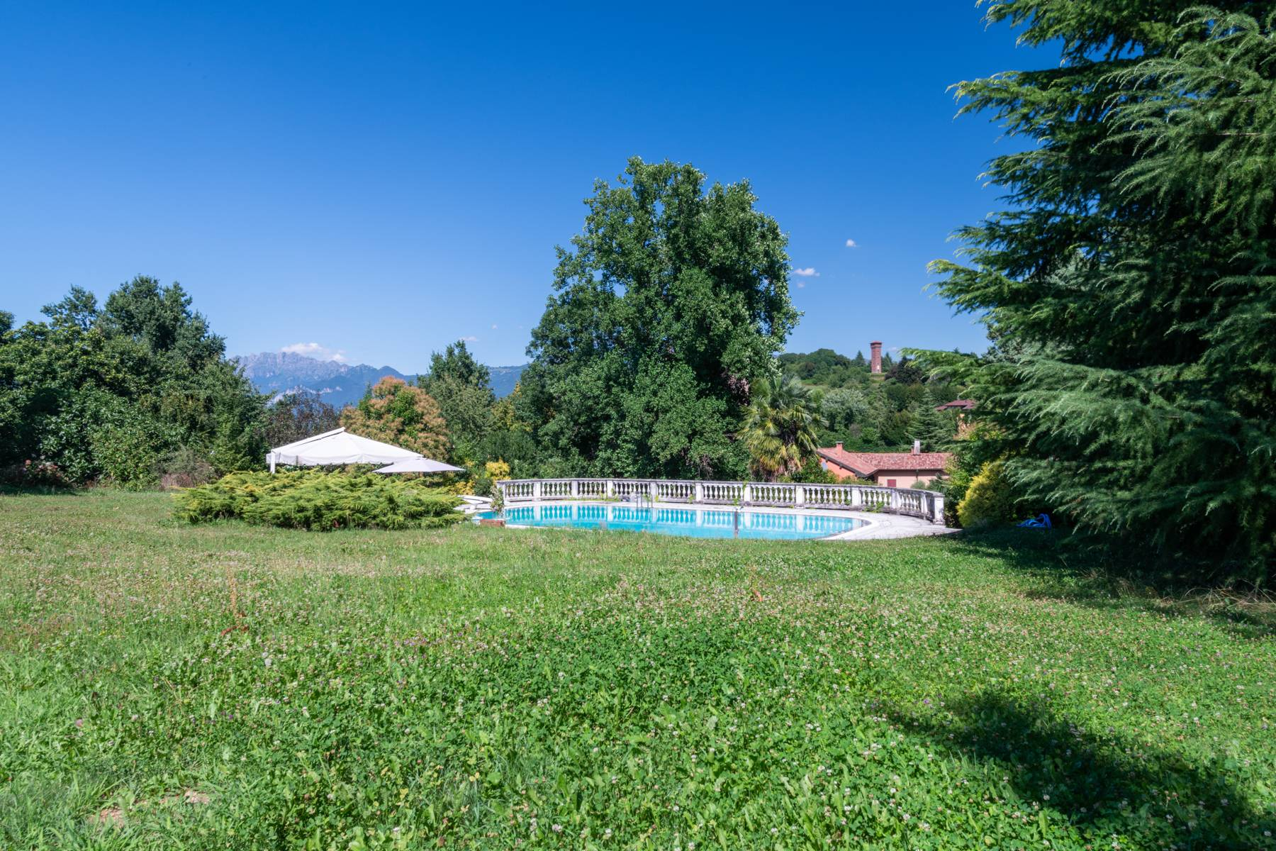 Period villa with park and swimming pool in Brianza - 20