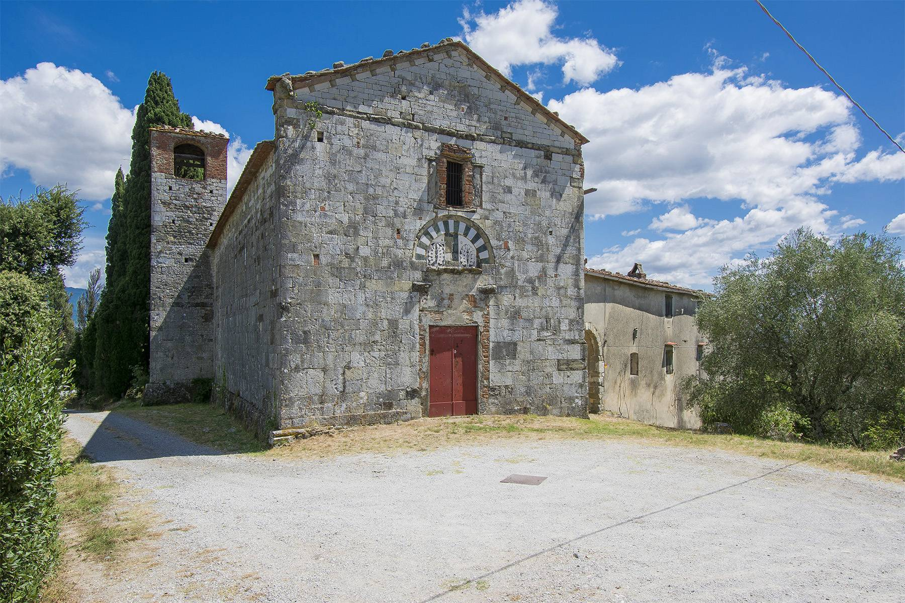 Charming farmhouse with a Xth century parish church in the Pistoia countryside - 1