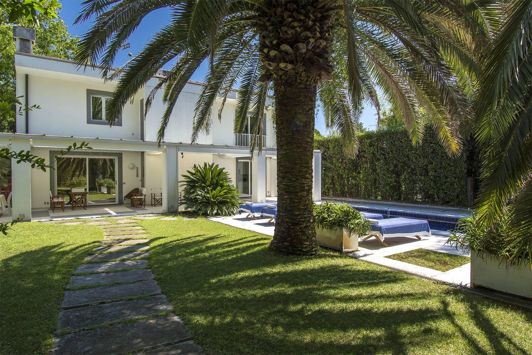 Prestigious Villa in the heart of Forte dei Marmi - 16