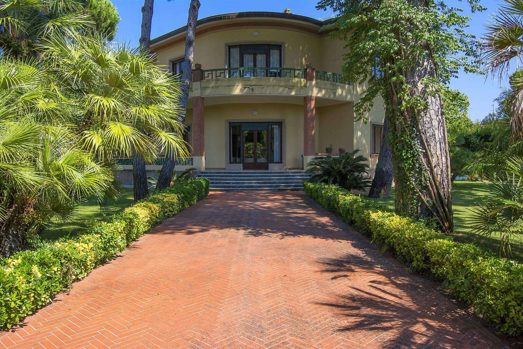 Prestigious Villa in the heart of Forte dei Marmi - 1