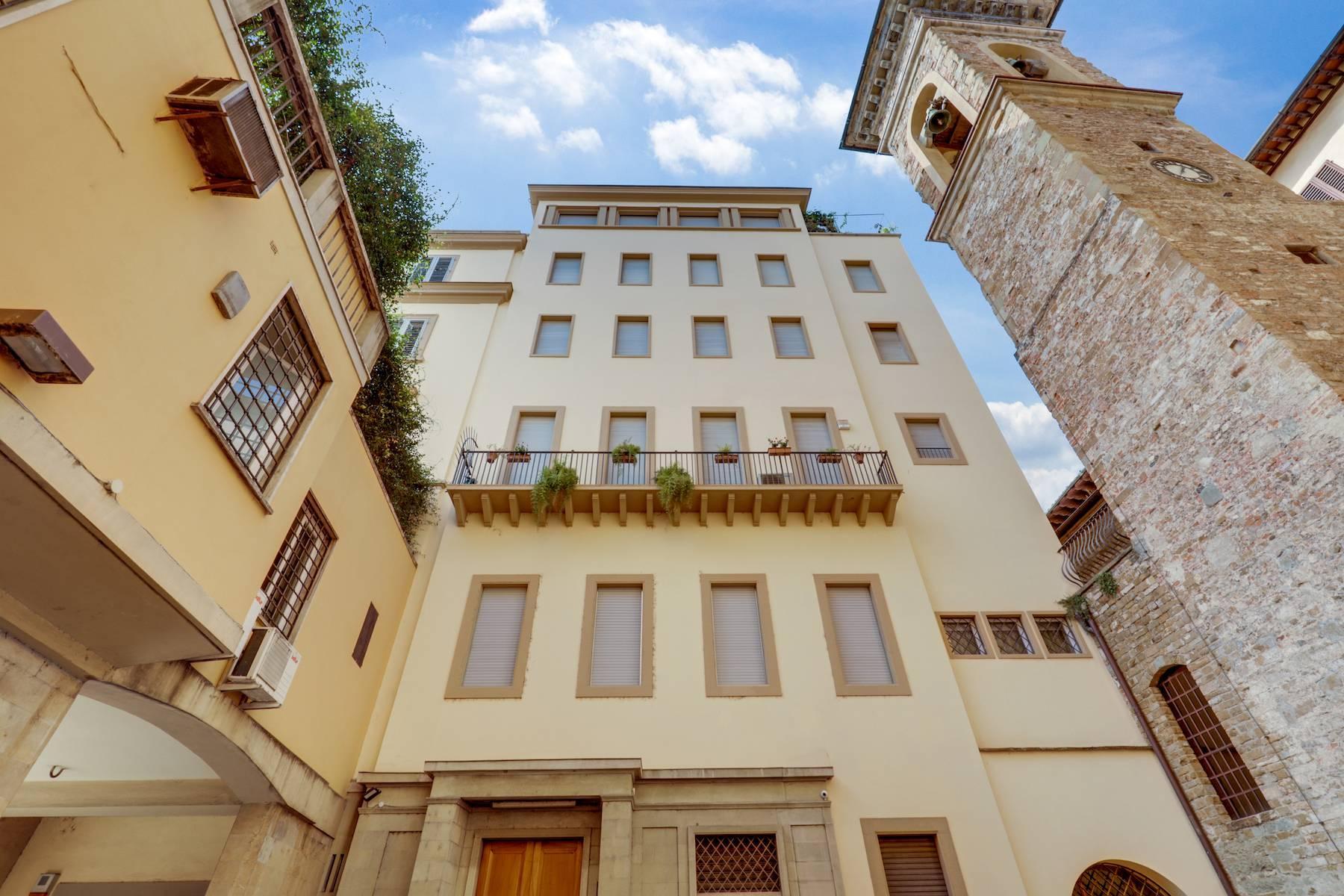 Elegante renovierte Wohnung mit Blick auf das Ponte Vecchio - 18
