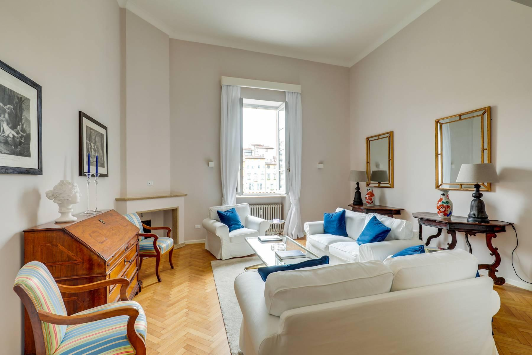 Beautifully renovated apartment overlooking Ponte Vecchio - 2