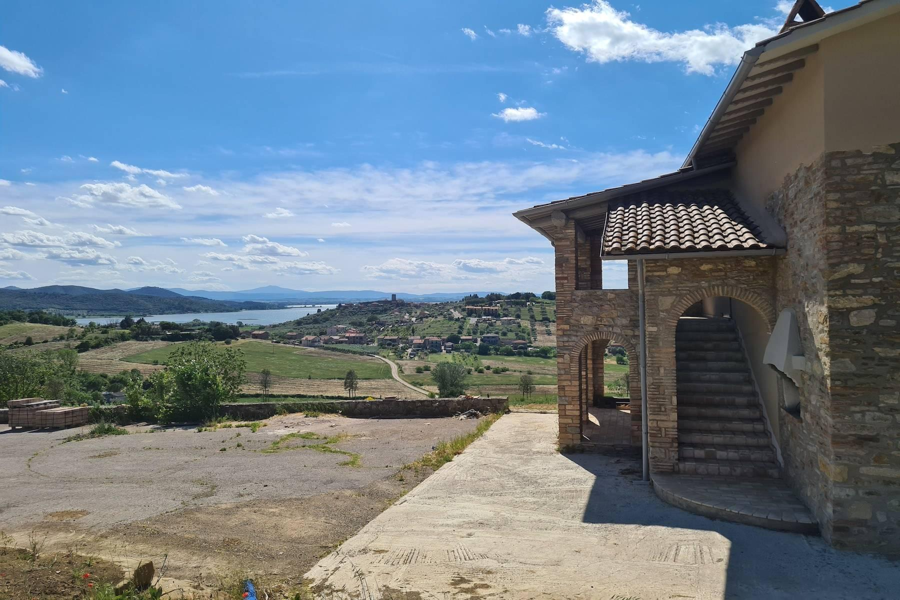 Panoramic farmhouse overlooking the Trasimeno Lake - 3