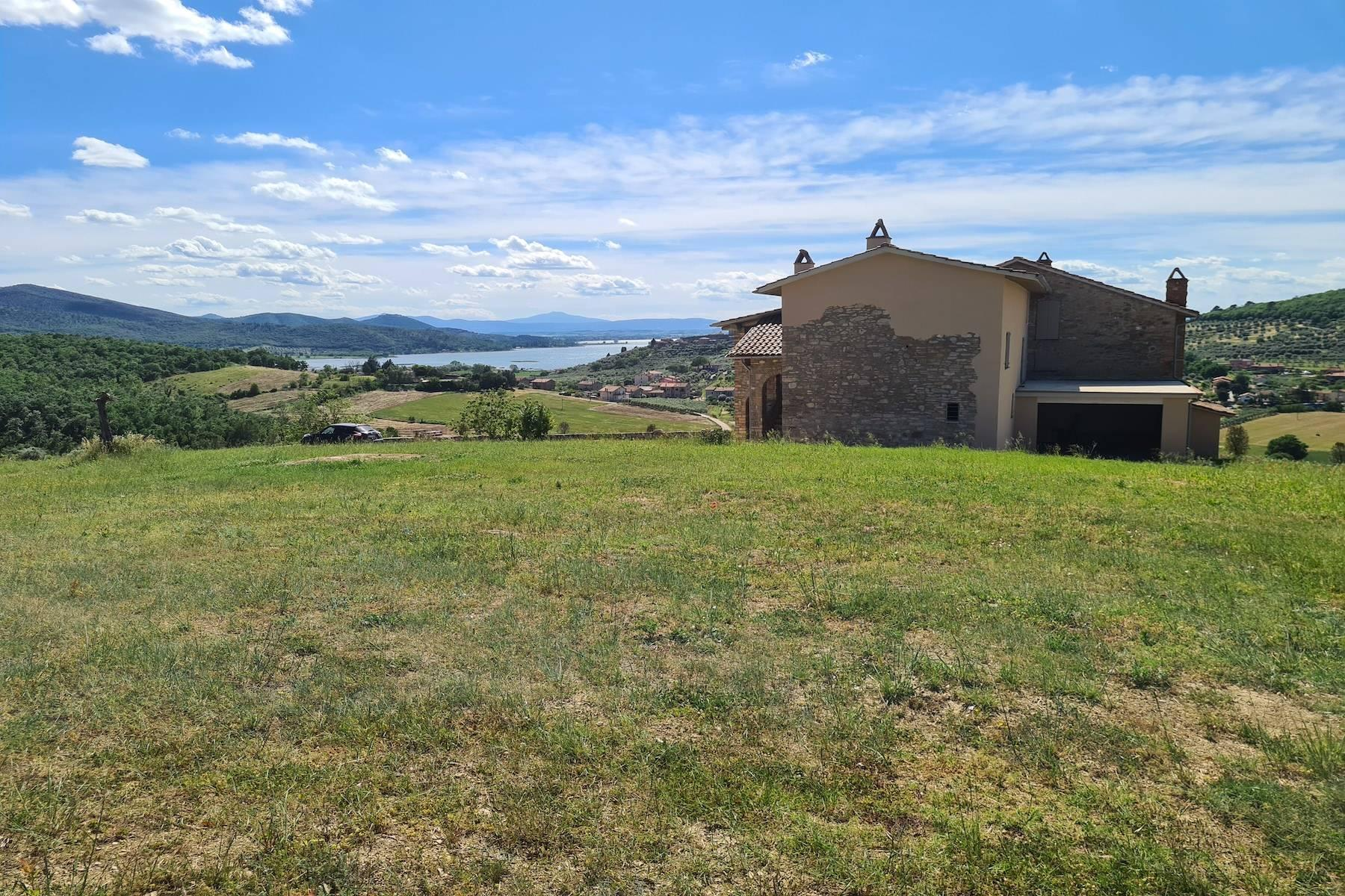 Panoramic farmhouse overlooking the Trasimeno Lake - 5