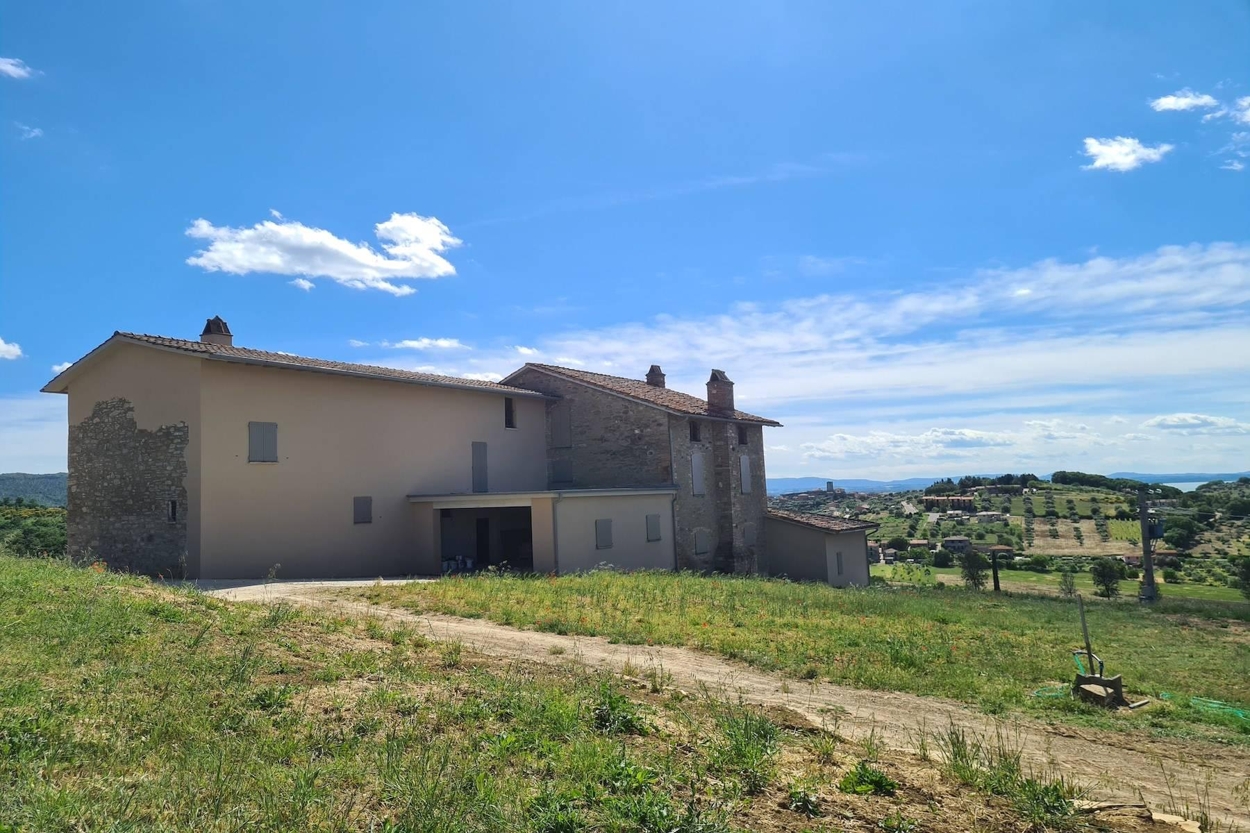 Panoramic farmhouse overlooking the Trasimeno Lake - 4