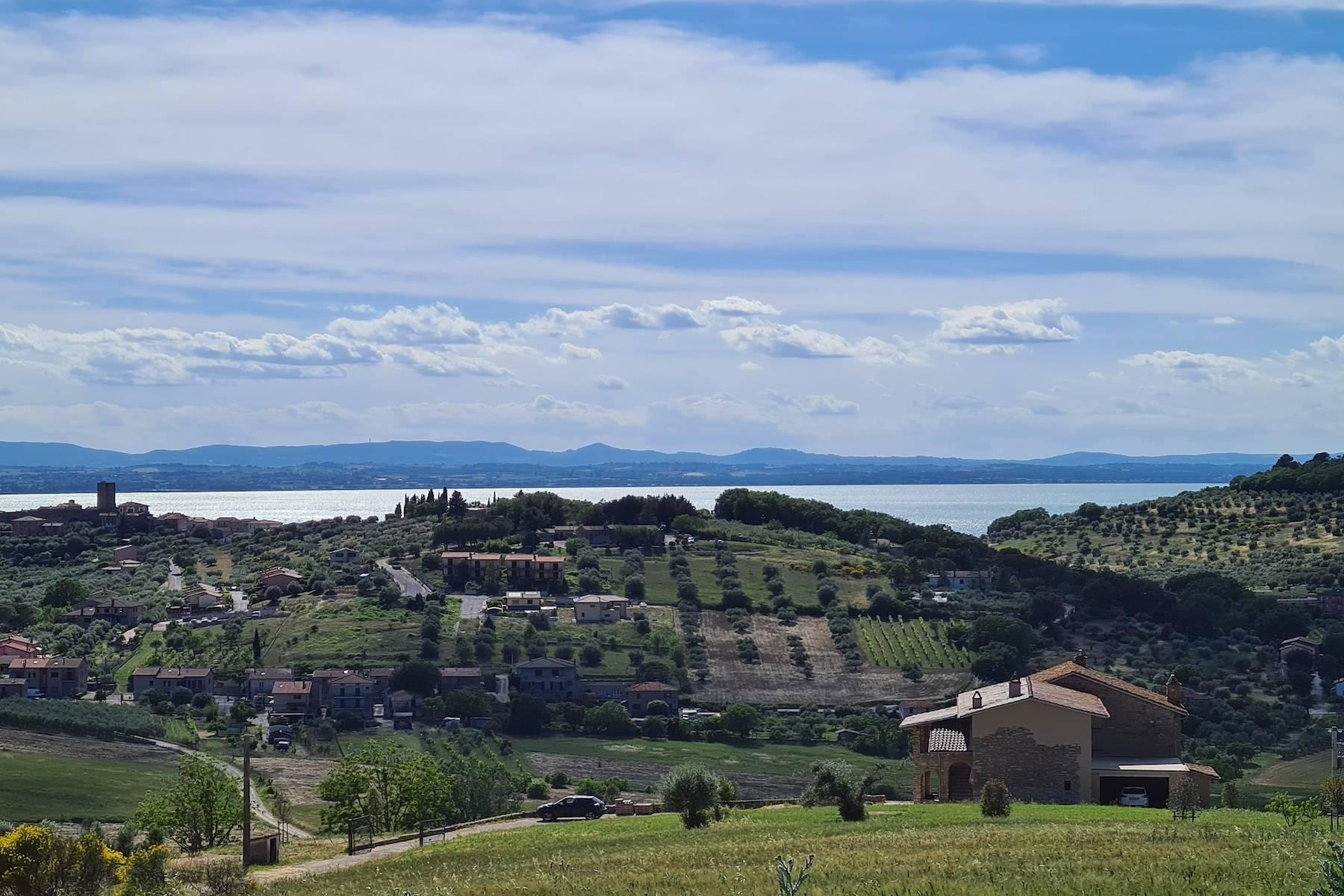 Panoramic farmhouse overlooking the Trasimeno Lake - 9