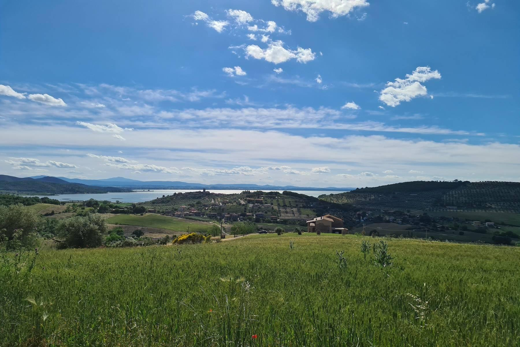 Panoramic farmhouse overlooking the Trasimeno Lake - 12