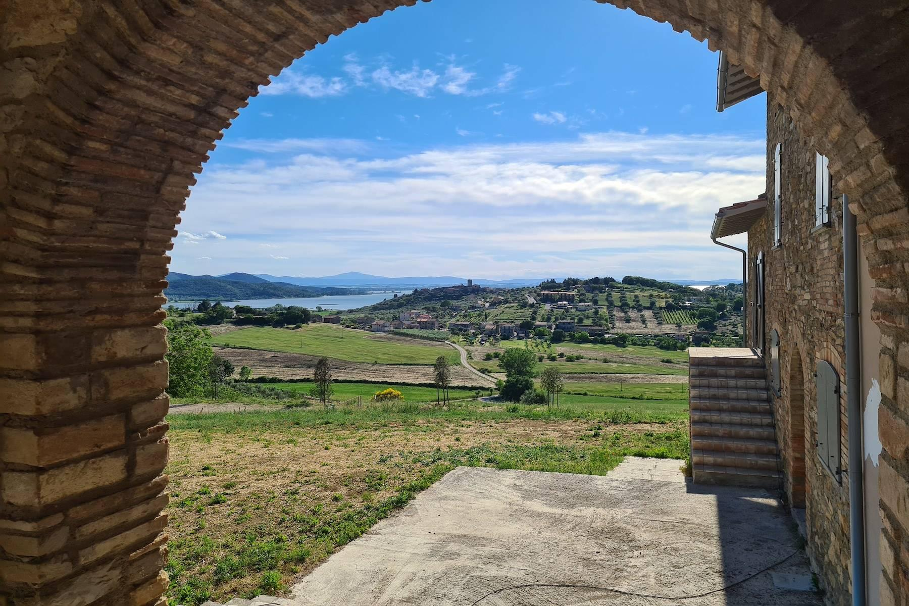 Panoramic farmhouse overlooking the Trasimeno Lake - 10