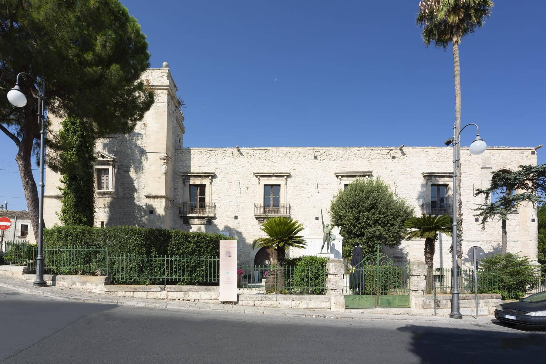 Das aragonesische Schloss in Comiso - 1
