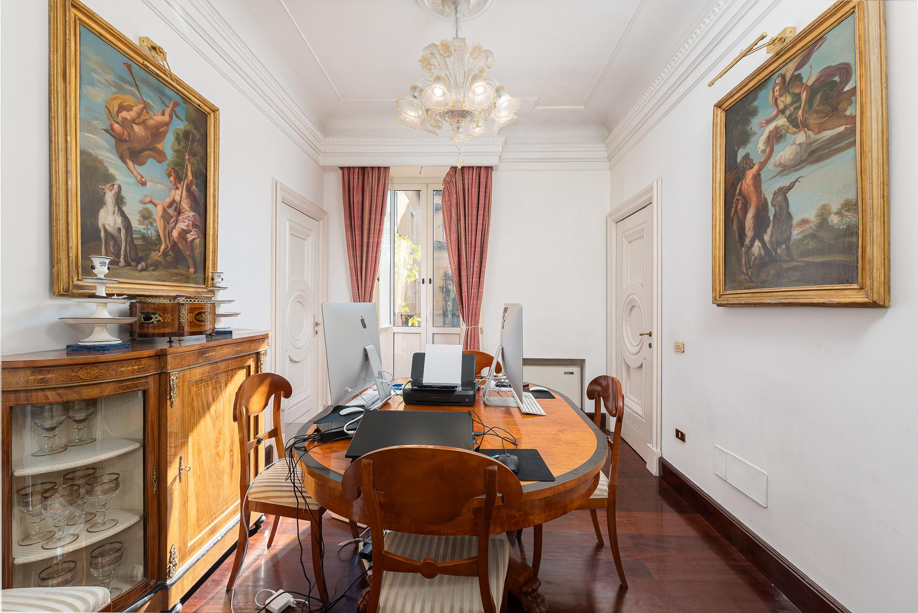 Marvelous pied a terre in an historic palazzo - 17