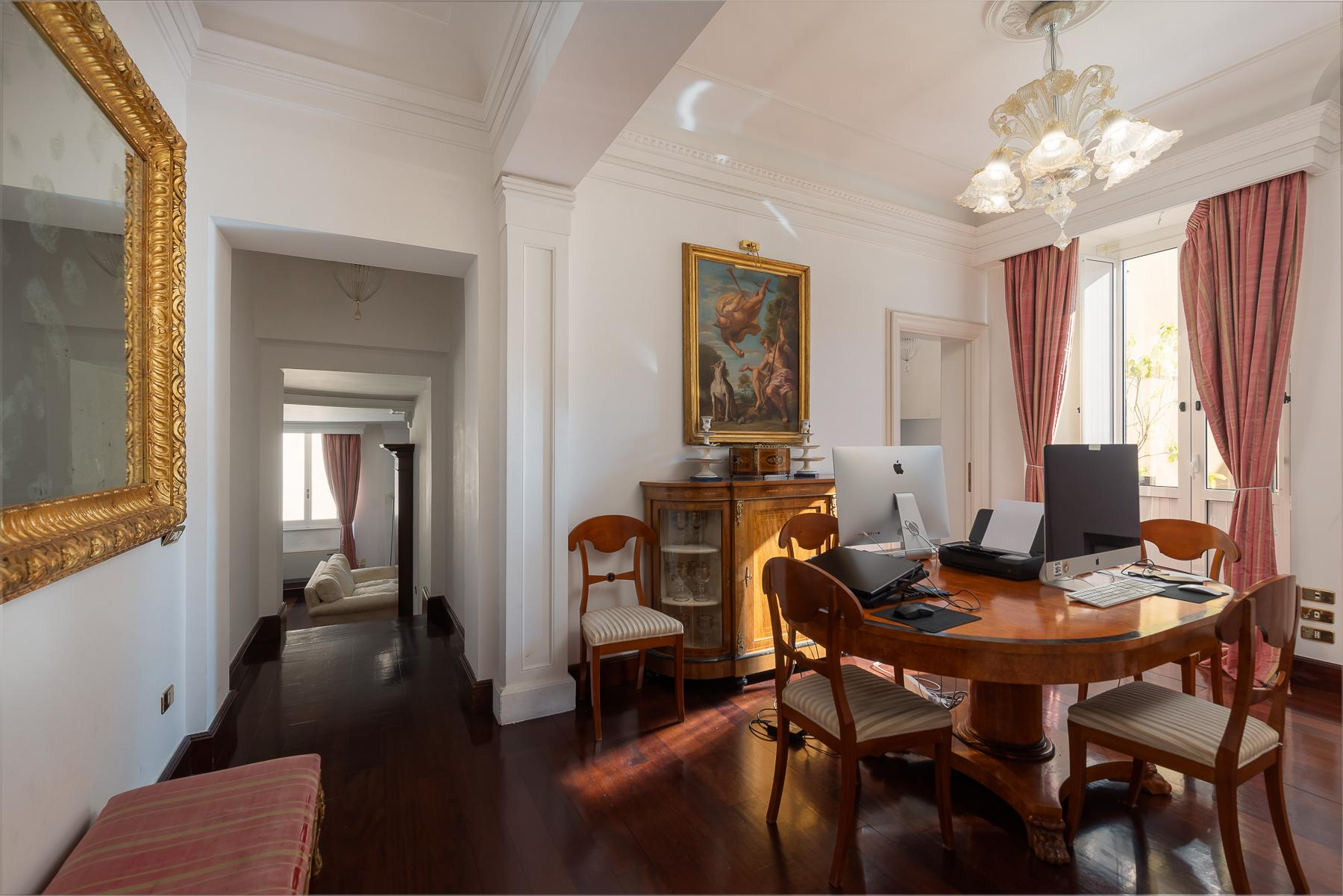 Marvelous pied a terre in an historic palazzo - 6