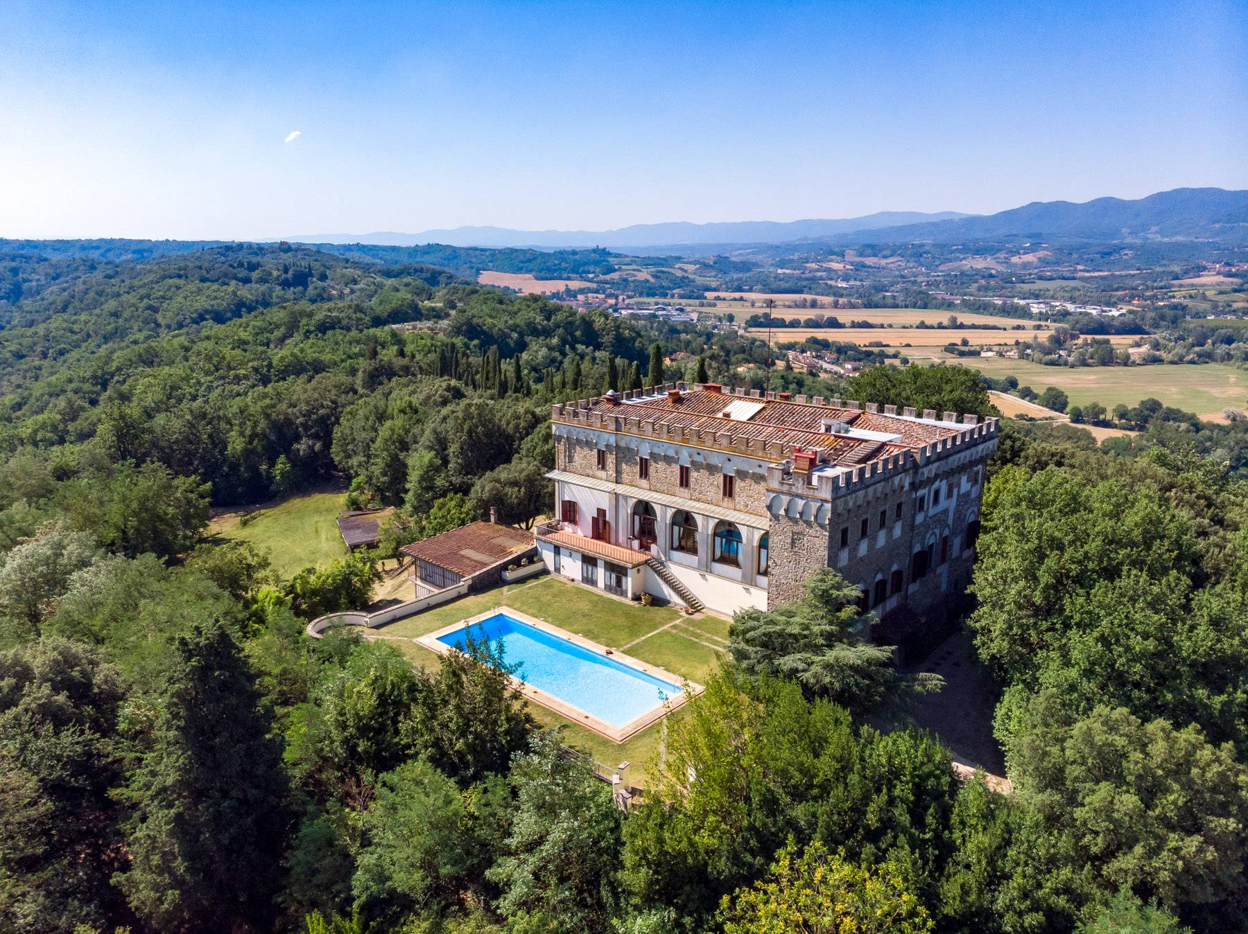 Luxurious Castle for Sale on the Florentine Hills - 1