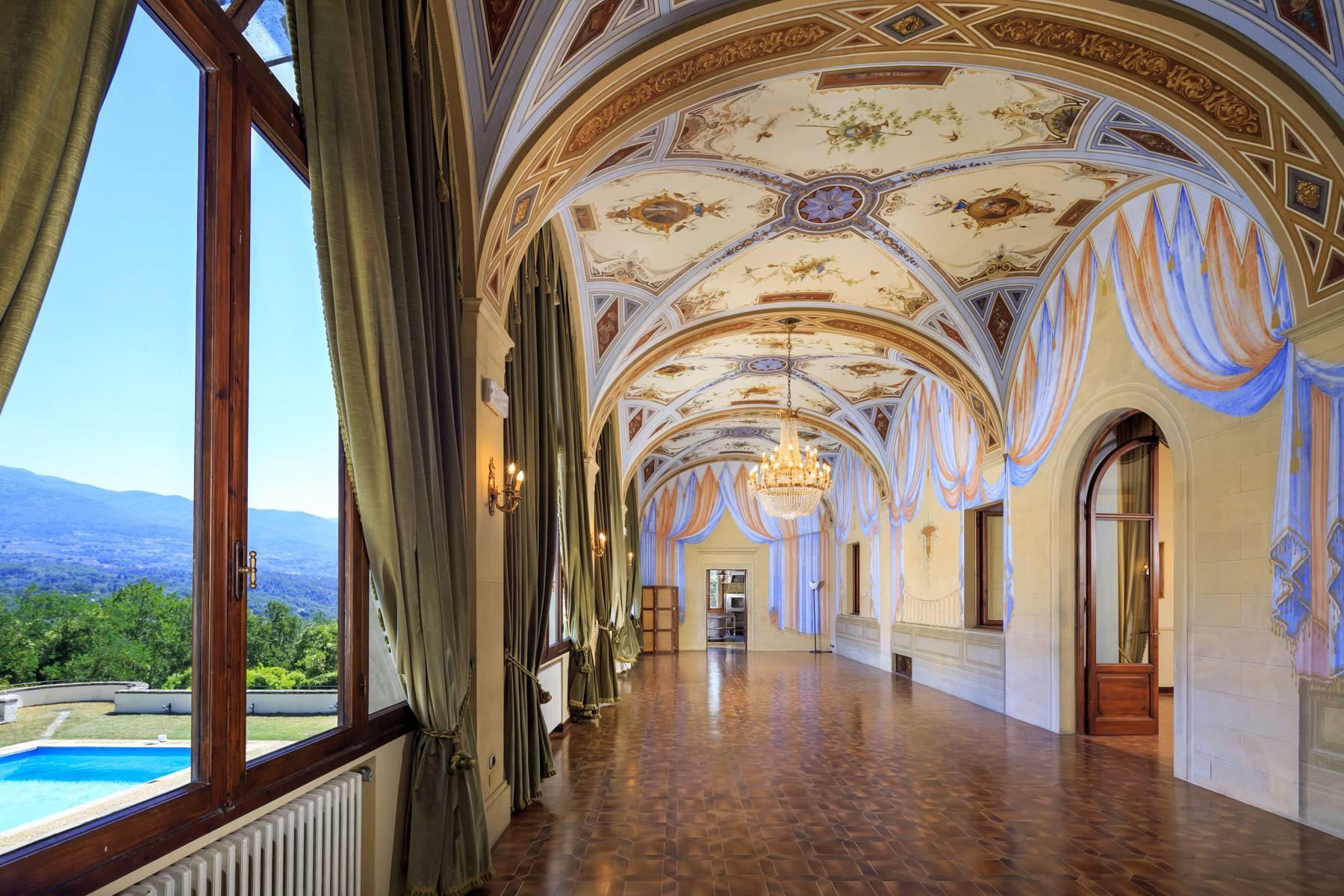 Hervorragendes Schloss auf den Hügeln von Florenz - 4