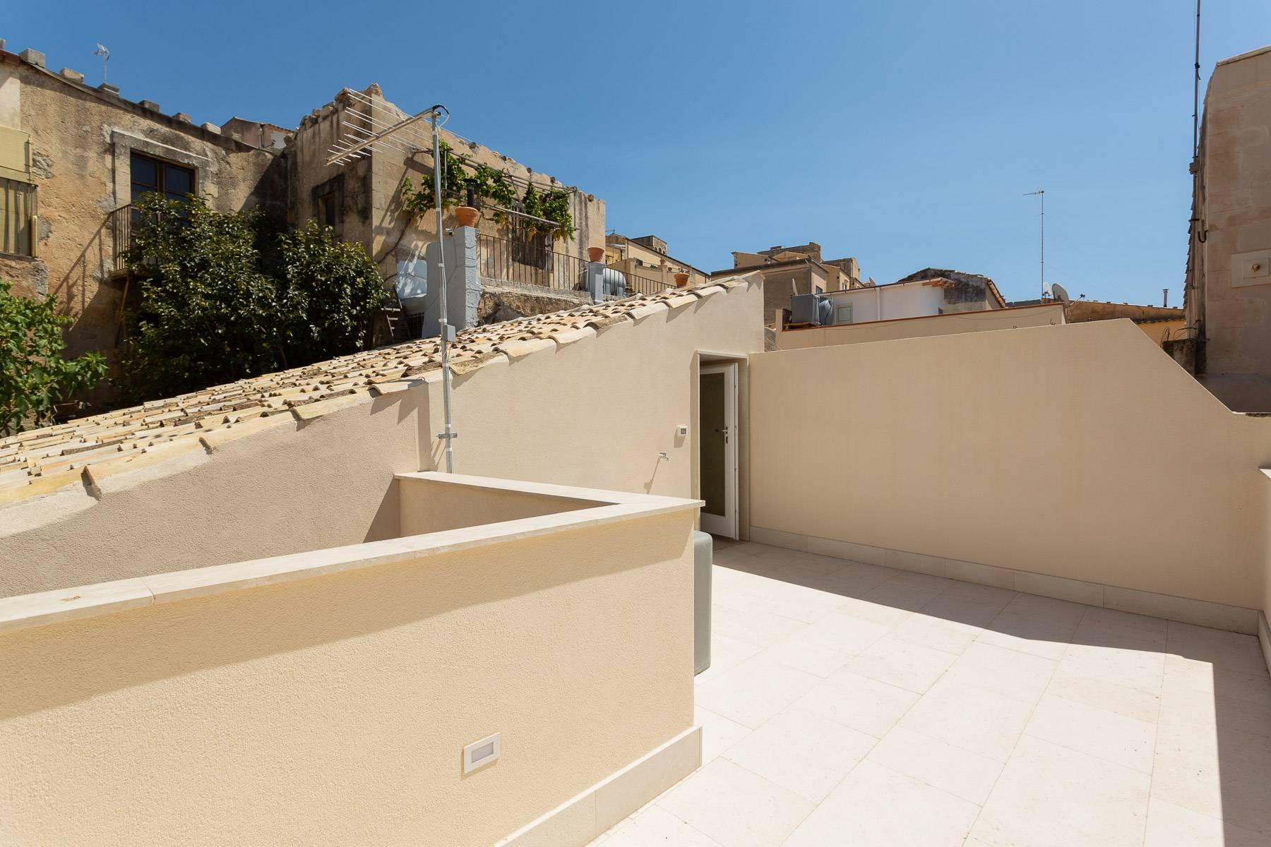 Modern single house in the old district of Santa Caterina in Noto - 14