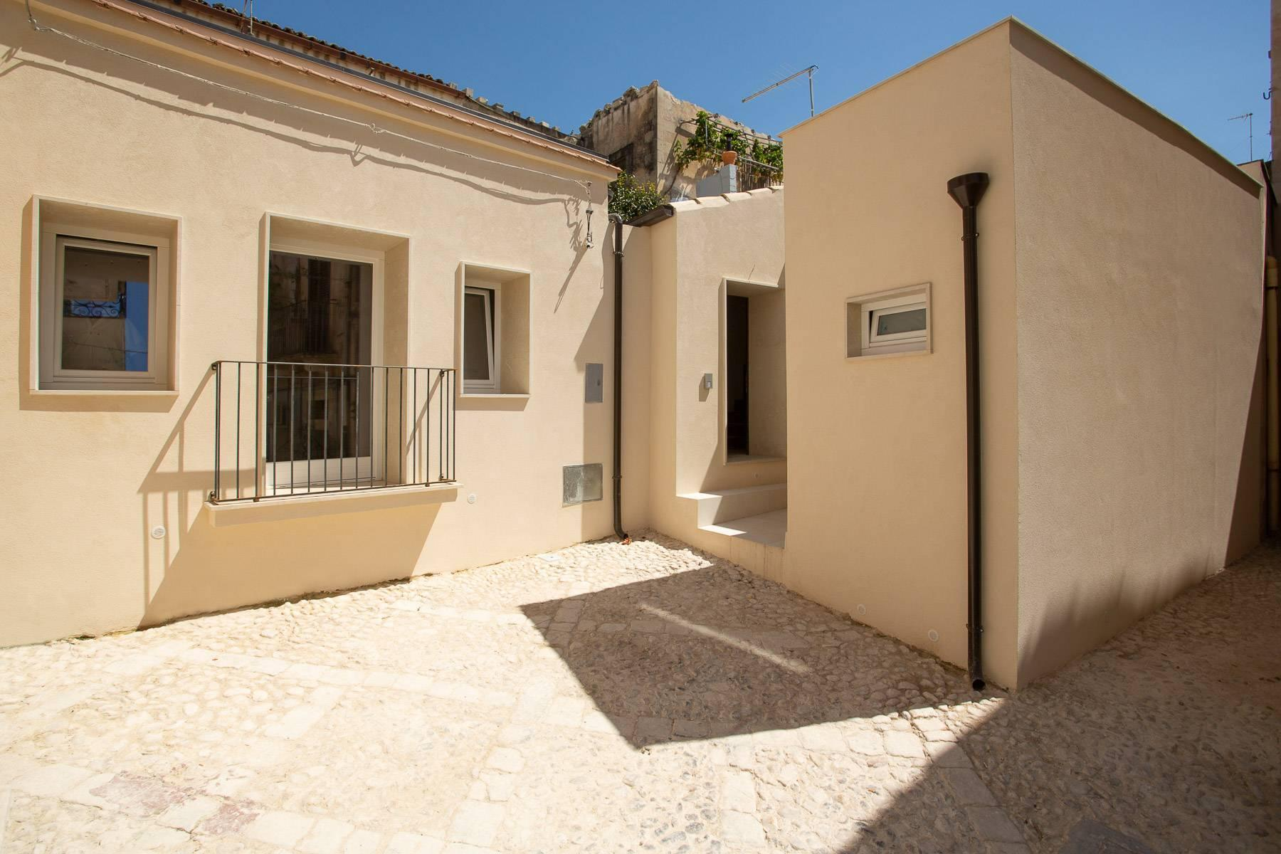 Modern single house in the old district of Santa Caterina in Noto - 2