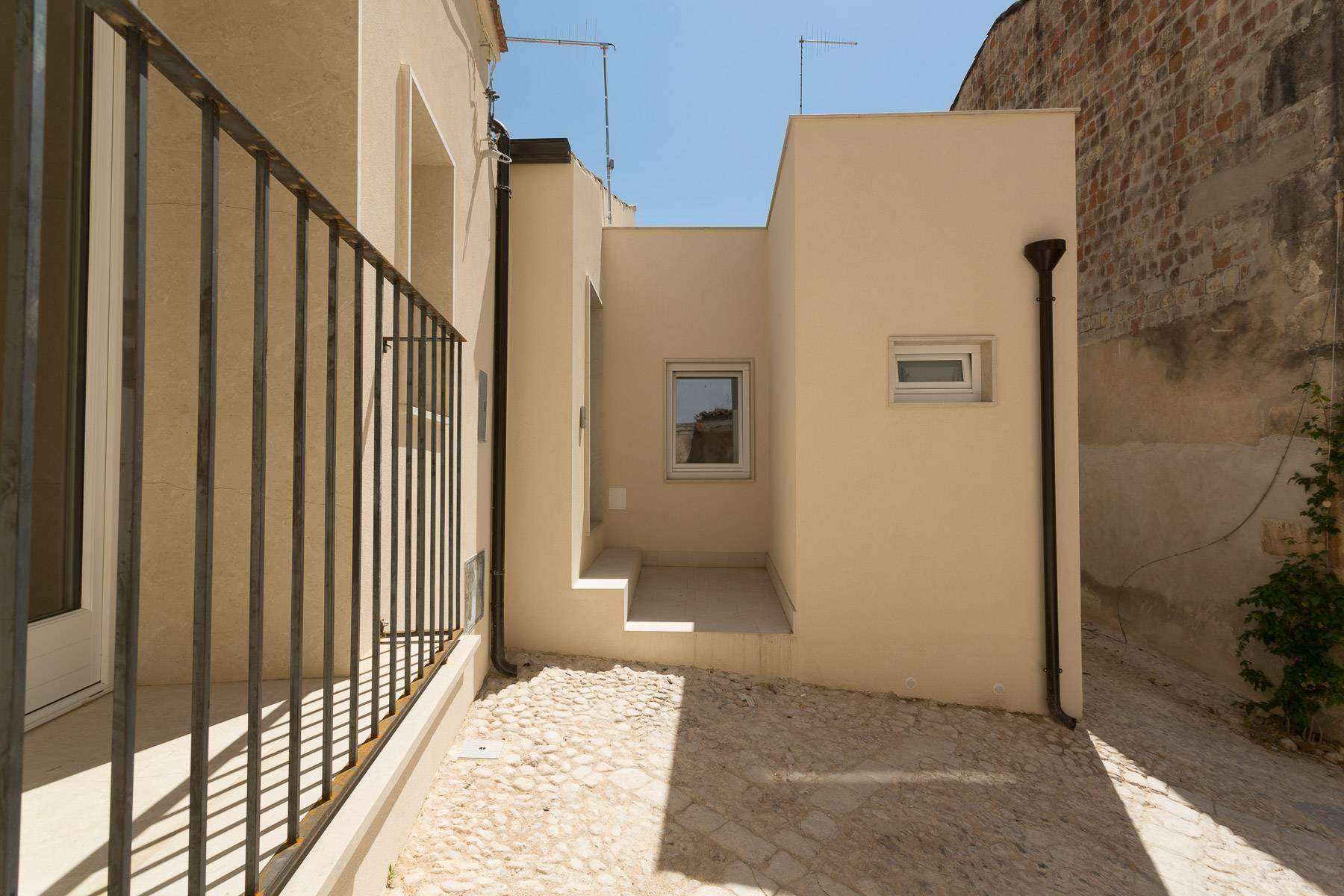 Modern single house in the old district of Santa Caterina in Noto - 12