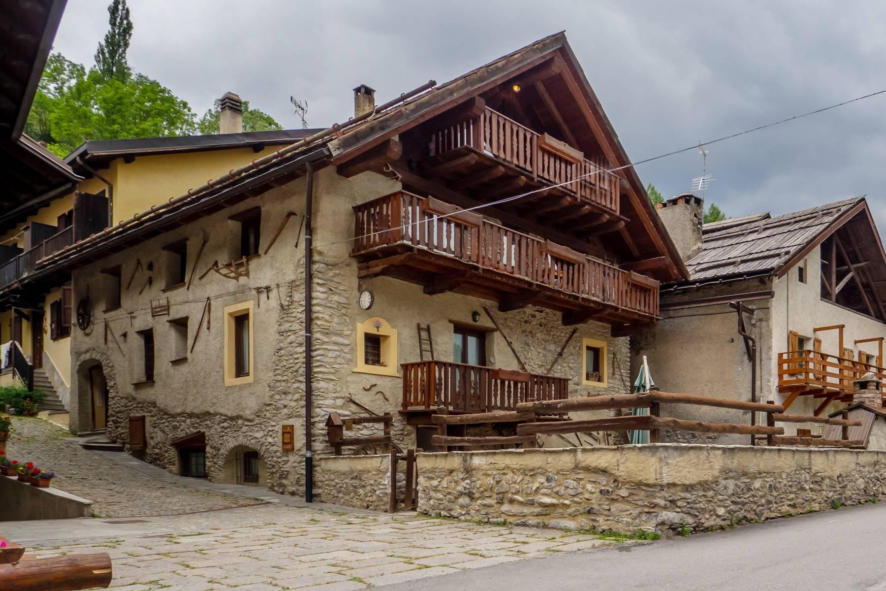 Affascinante Grangia nell'antico borgo di Bousson - 1