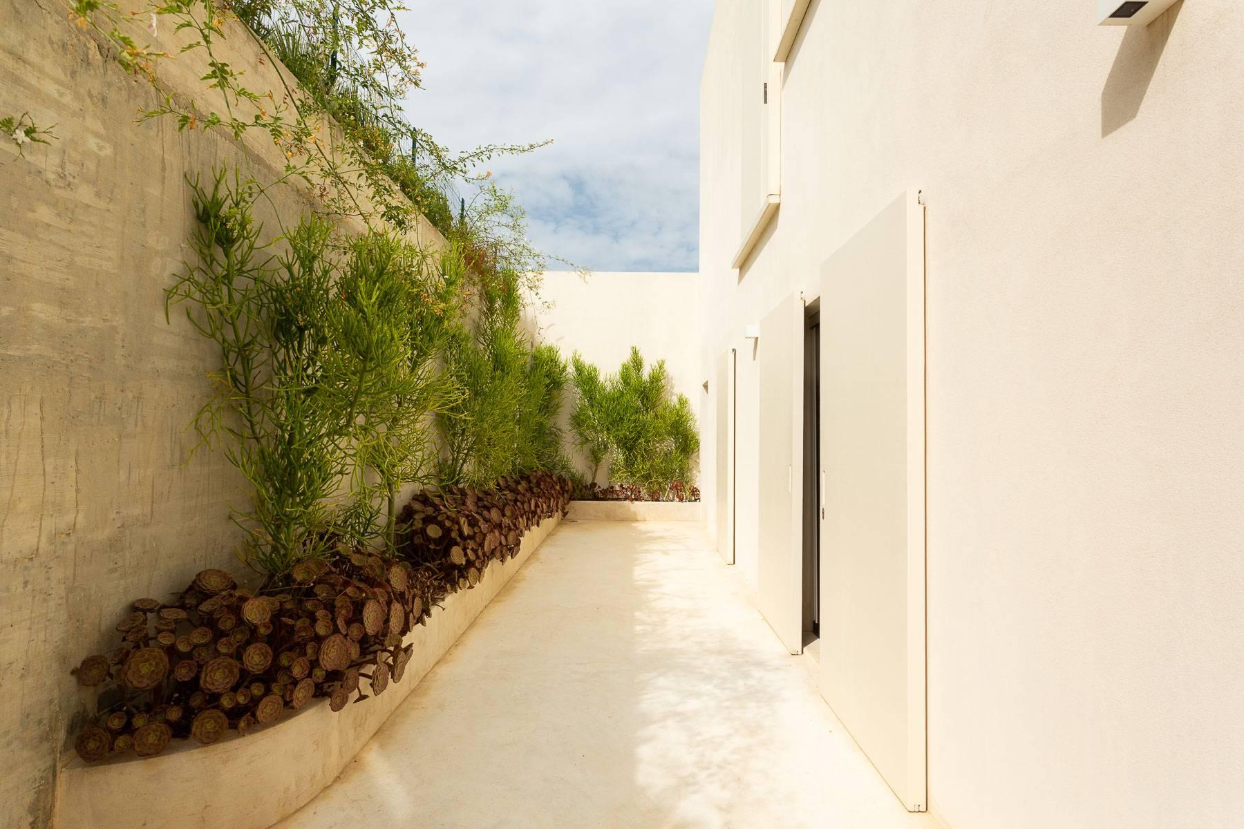 Moderne Villa mit Swimmingpool und Blick auf das Vendicari-Reservat - 8
