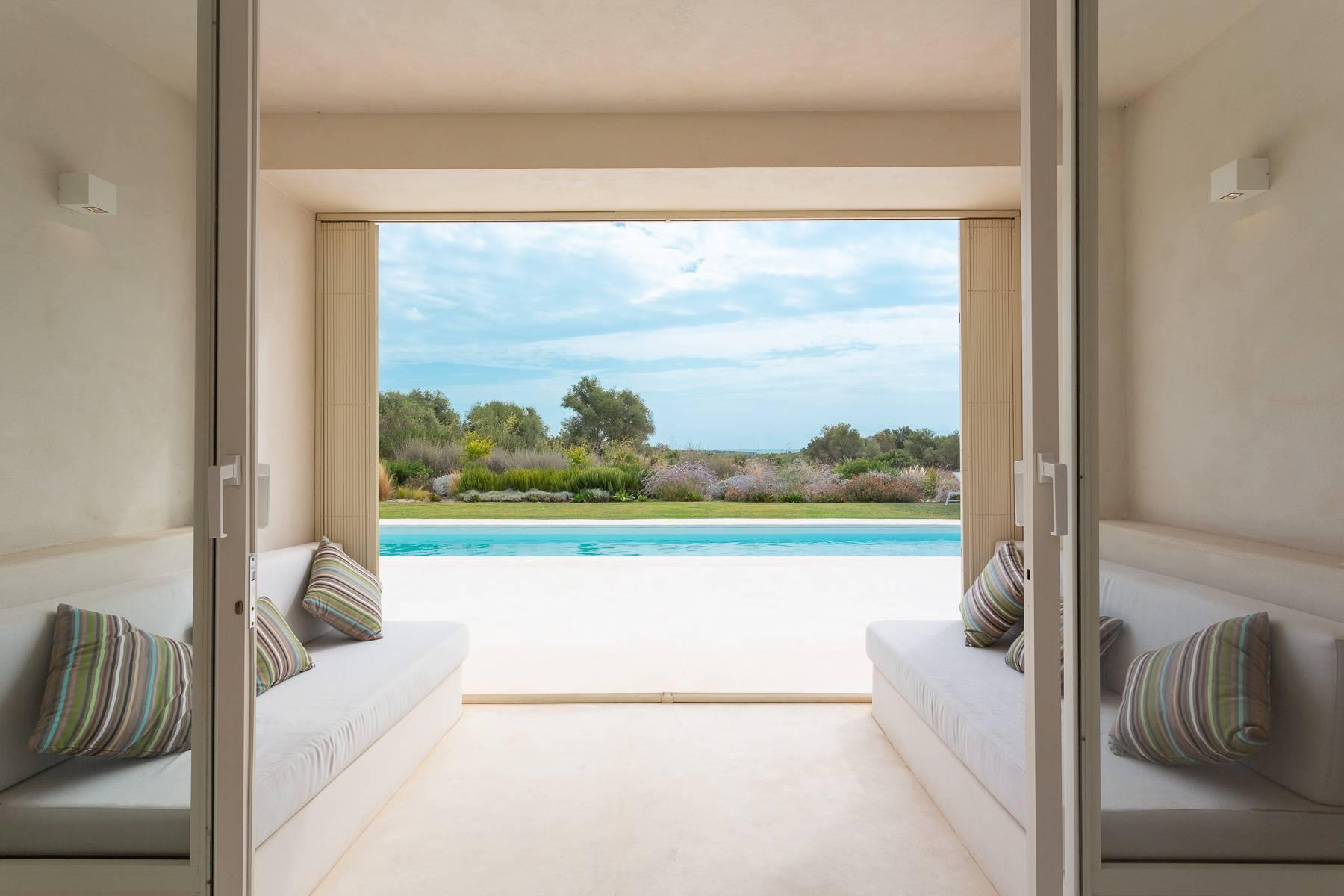 Moderne Villa mit Swimmingpool und Blick auf das Vendicari-Reservat - 1