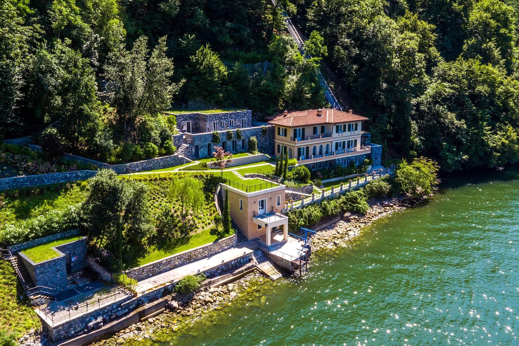 Incantevole villa in una della zone più strategiche del lago - 1