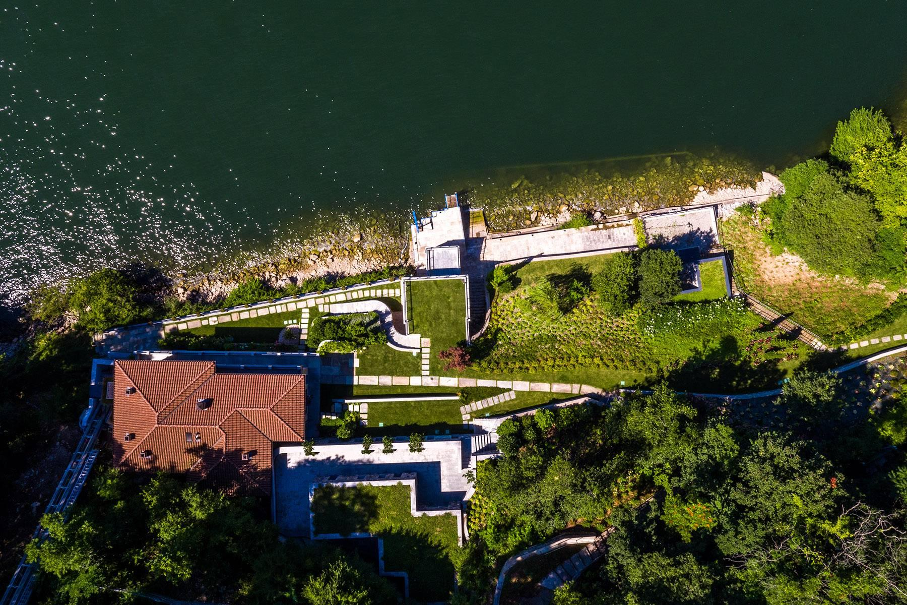 Fascinating villa in one of the most strategic areas of the lake - 10