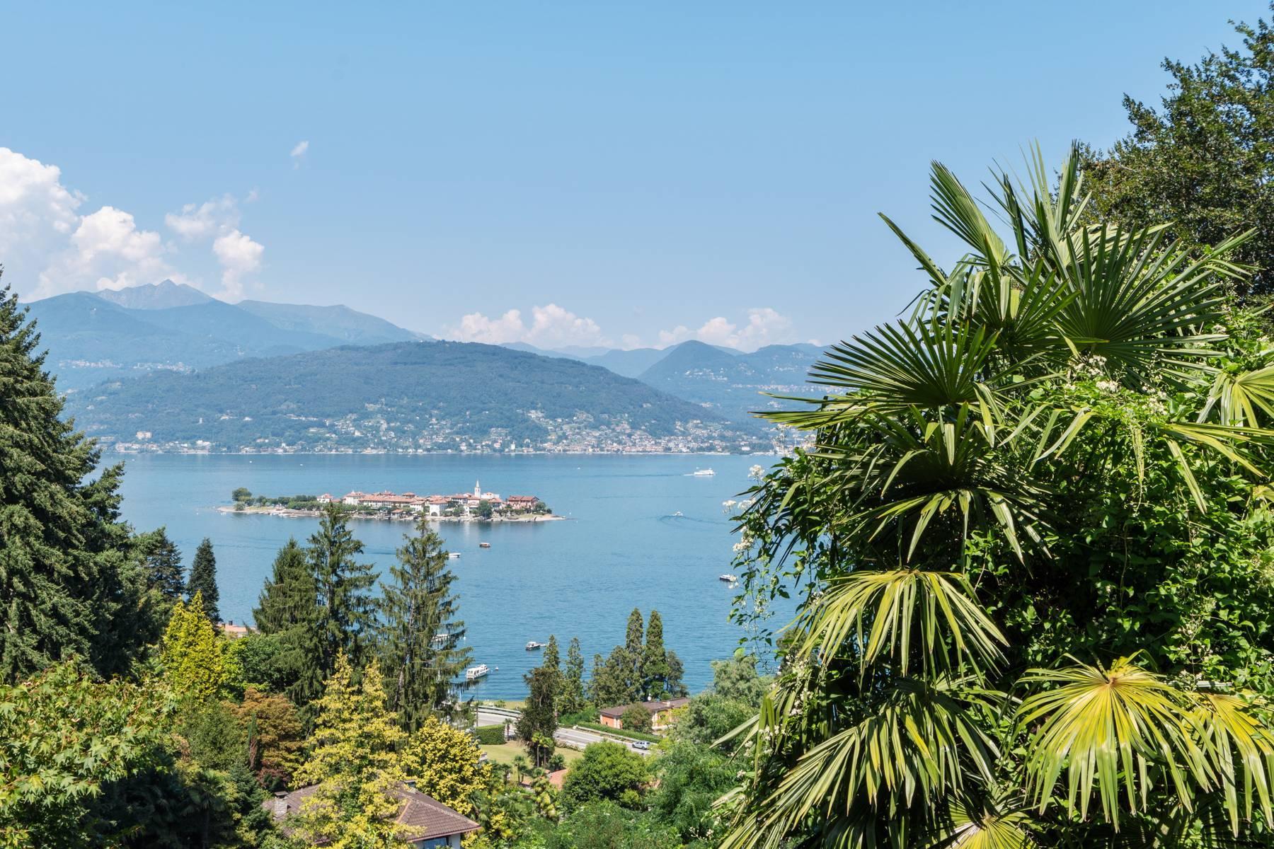 Villa style années '60 avec vue imprenable sur les îles Borromées - 3