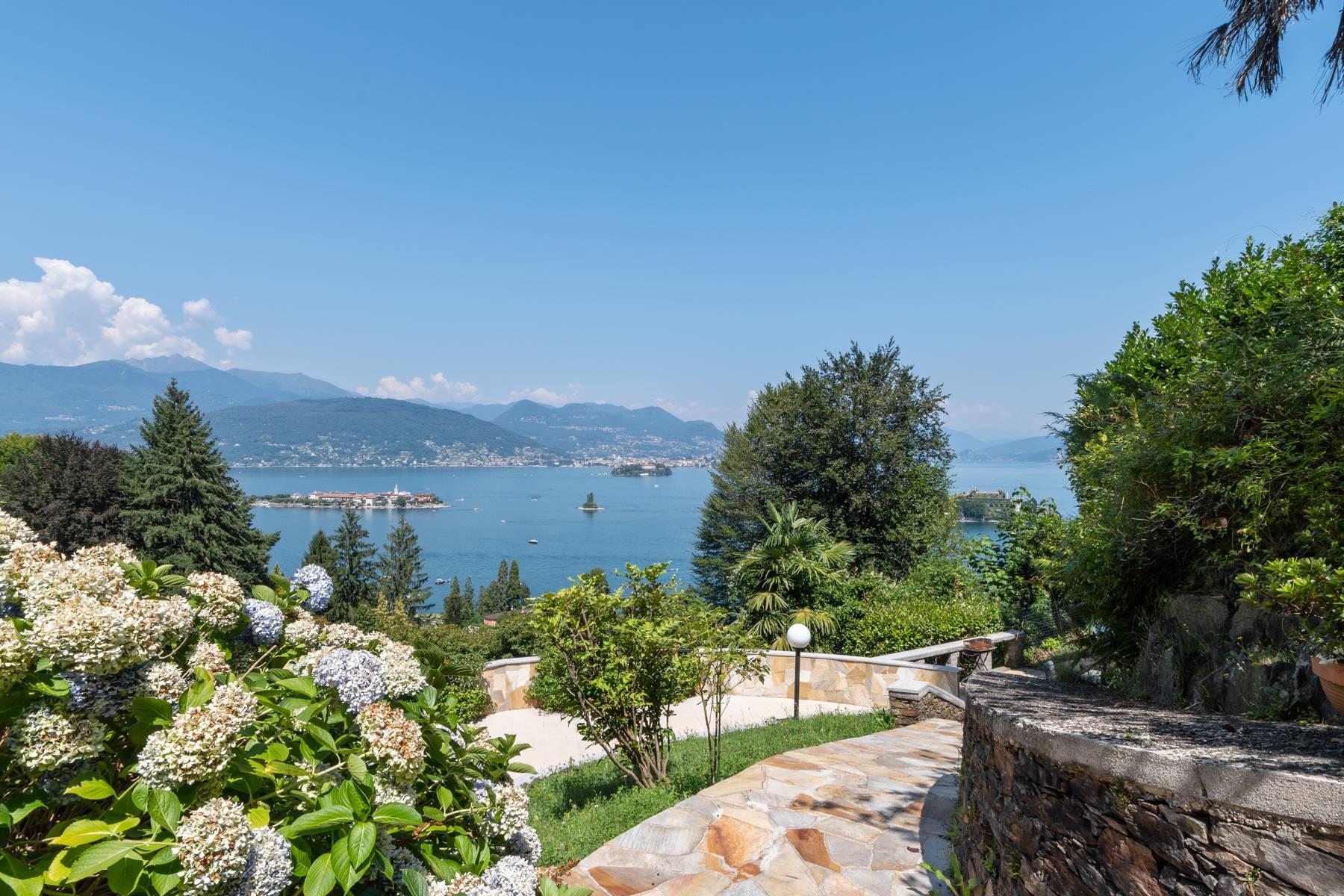 Villa style années '60 avec vue imprenable sur les îles Borromées - 7