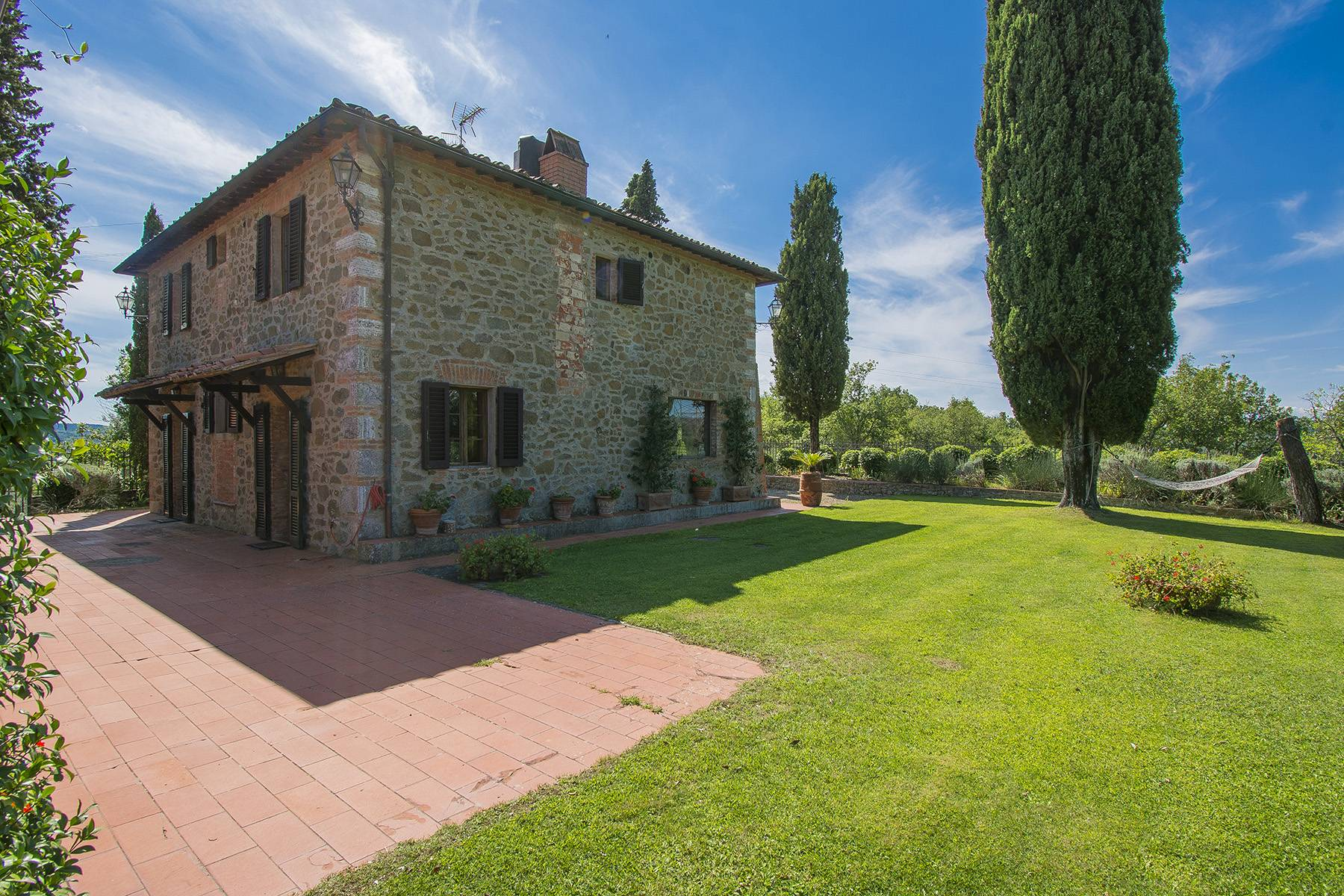 House in the Tuscan Hills for Sale - 22