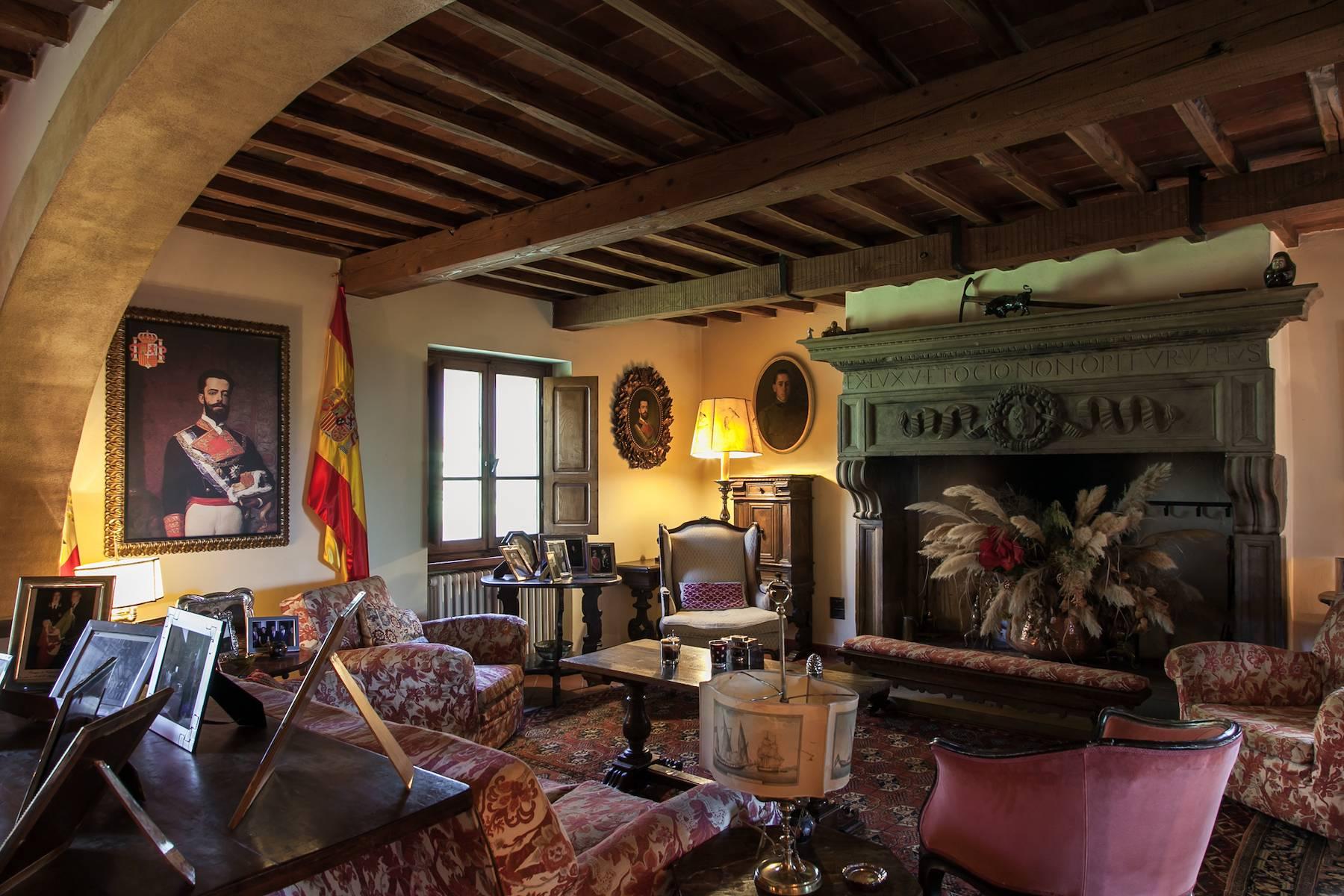 Historische Villa in der toskanischen Landschaft - 12