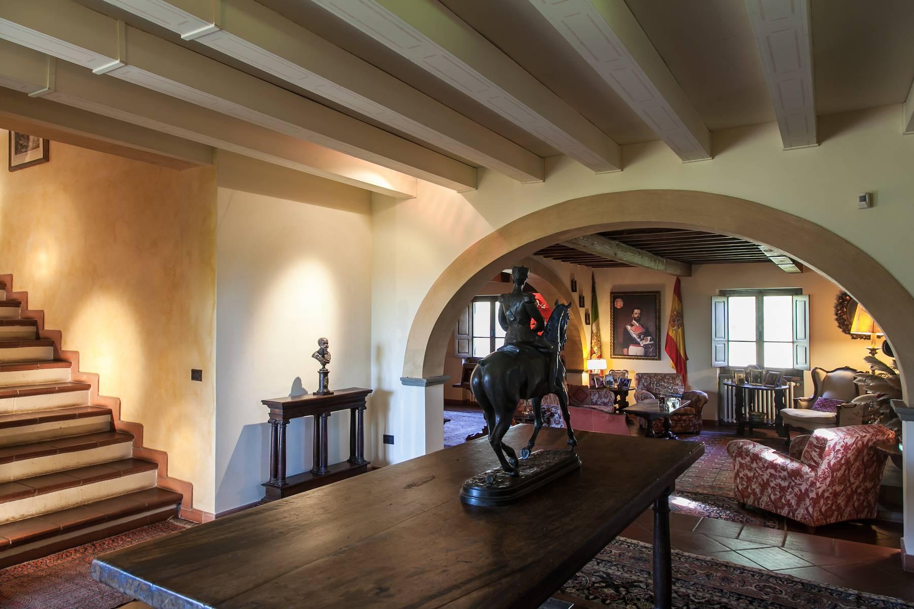 Historische Villa in der toskanischen Landschaft - 13