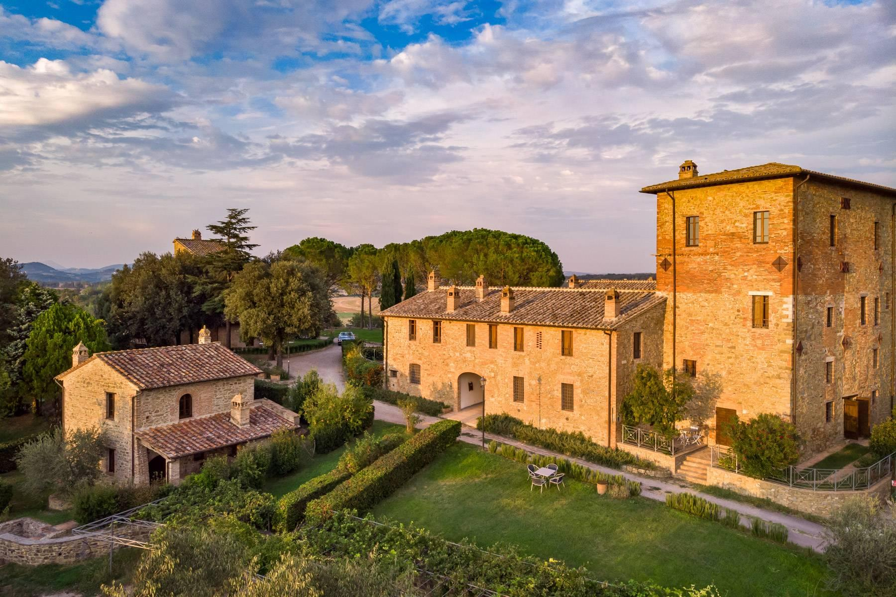 Magnificent castle in the heart of Umbria - 1