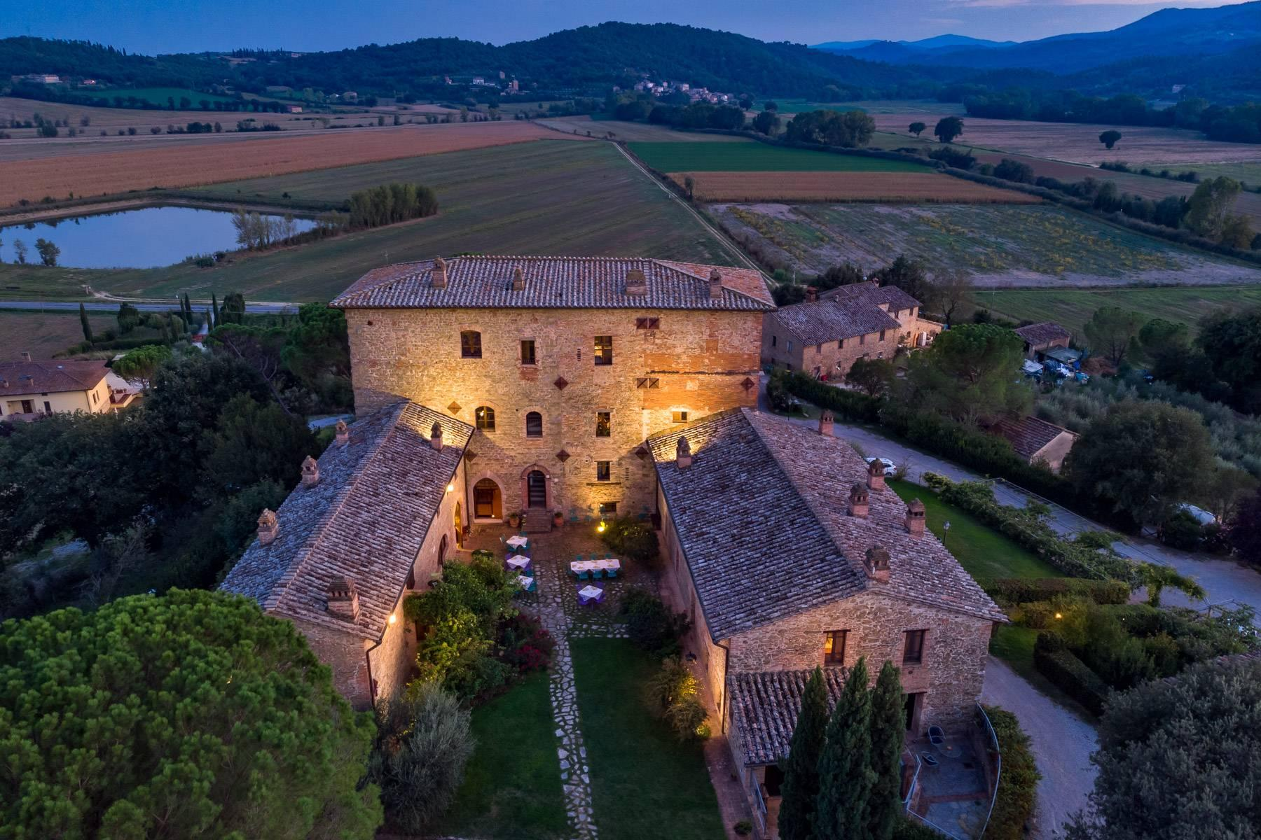 Magnificent castle in the heart of Umbria - 2