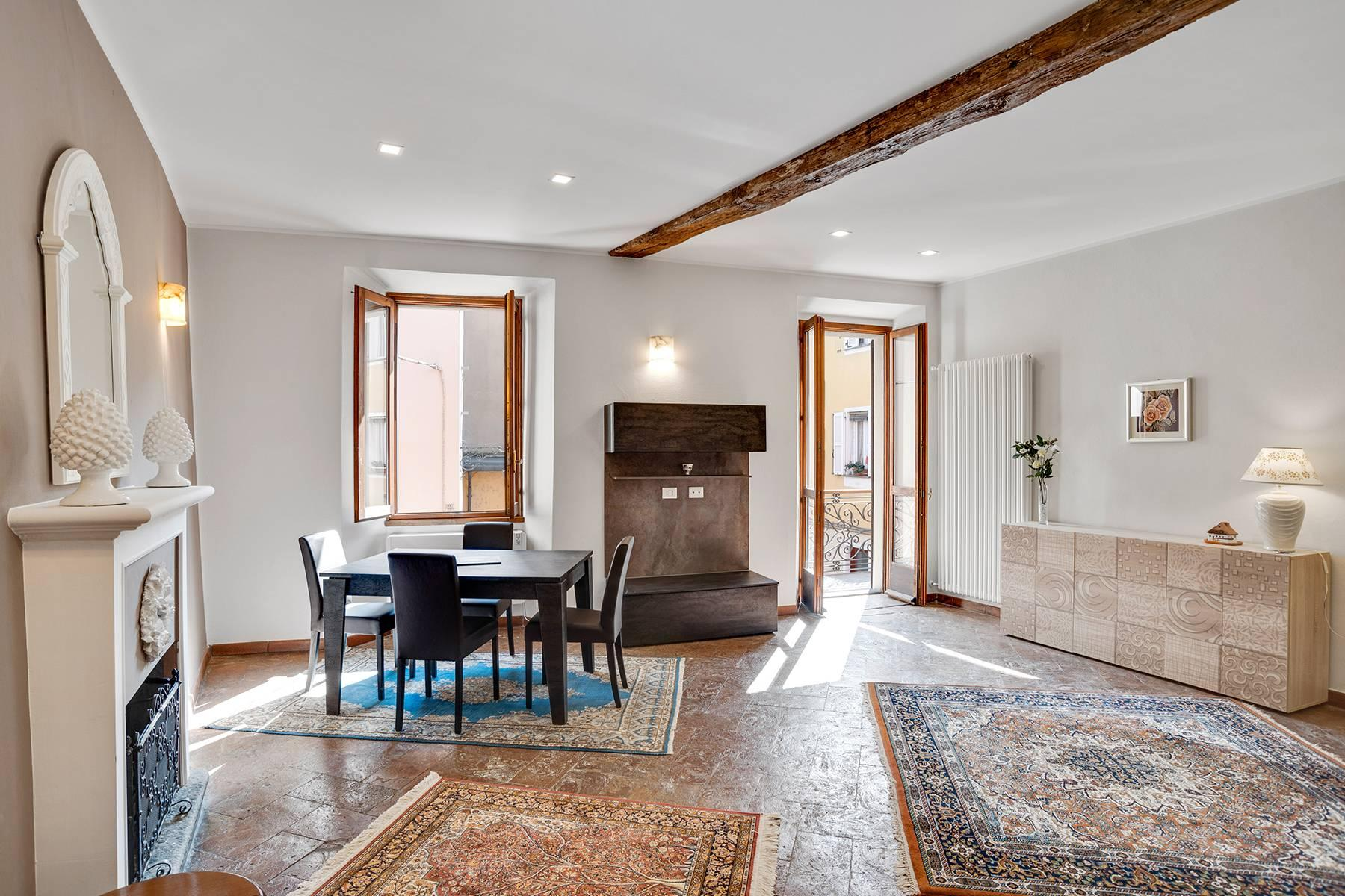 Elegante e soleggiato appartamento nel cuore di Arona - 1