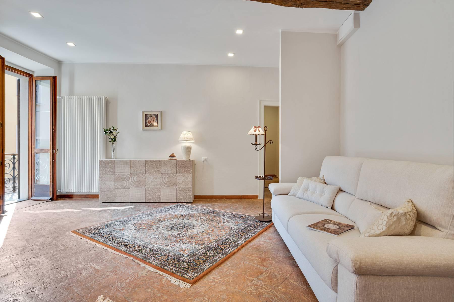 Elegante e soleggiato appartamento nel cuore di Arona - 9