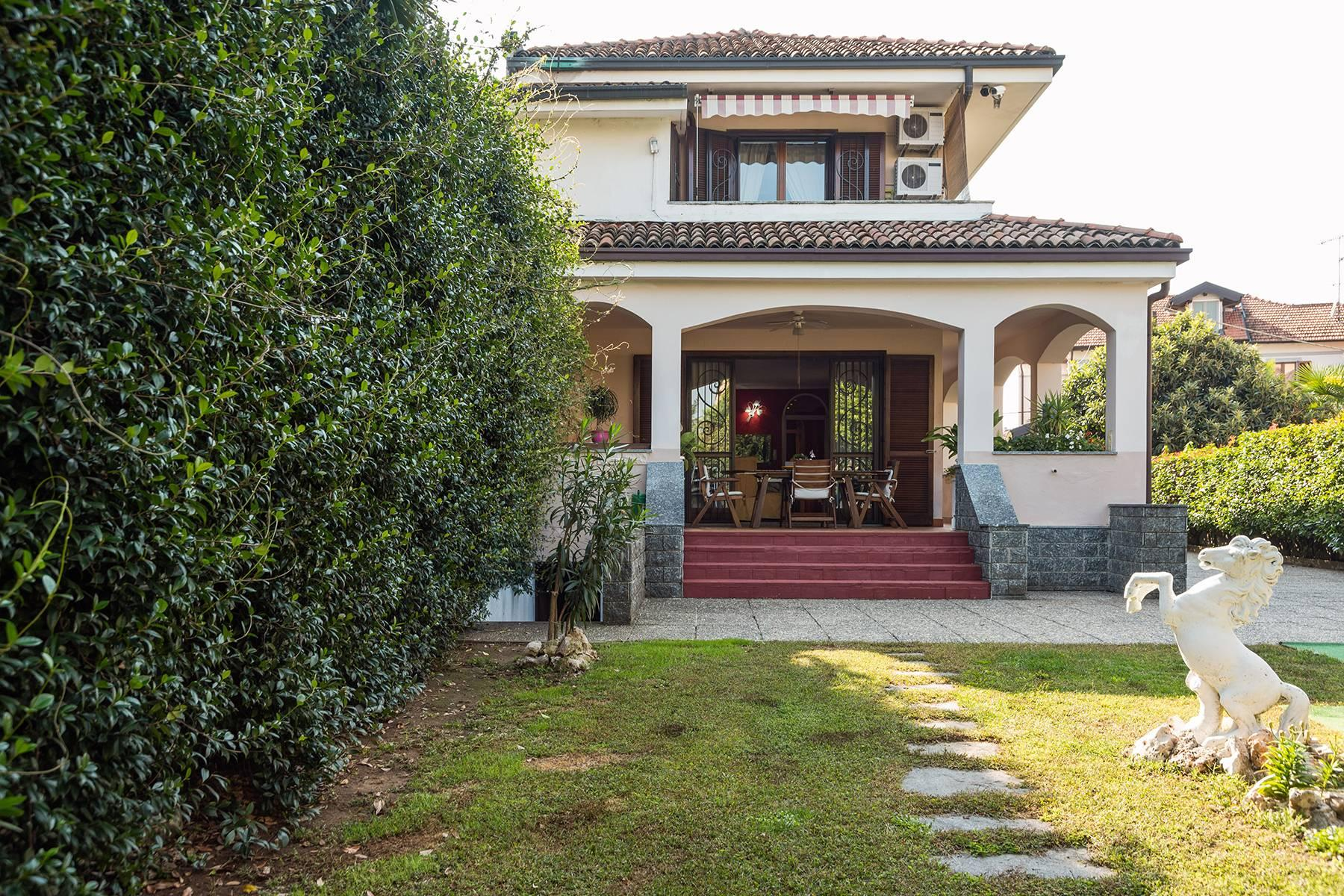 Independent villa a few steps from the heart of Arona - 2