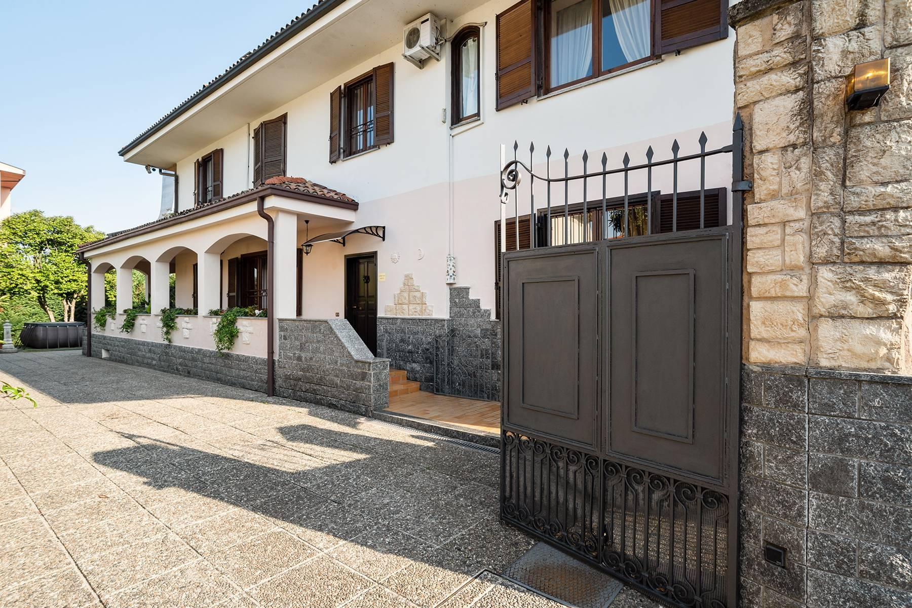 Independent villa a few steps from the heart of Arona - 3