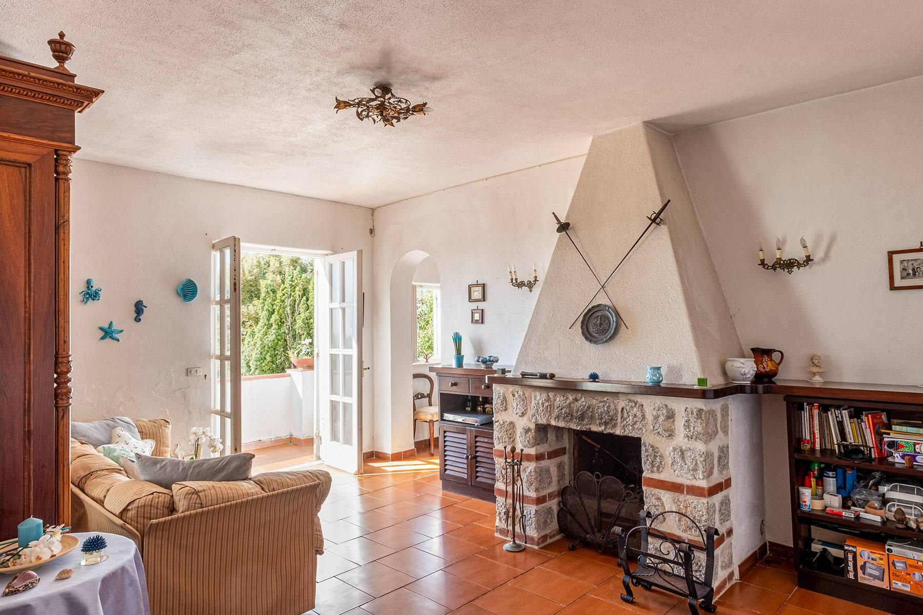 Charming villa with olive grove and swimming pool overlooking the sea - 8