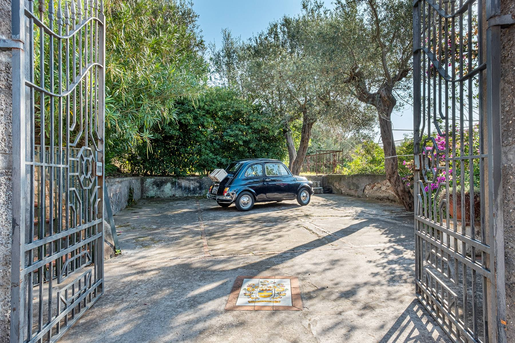 Charming villa with olive grove and swimming pool overlooking the sea - 2