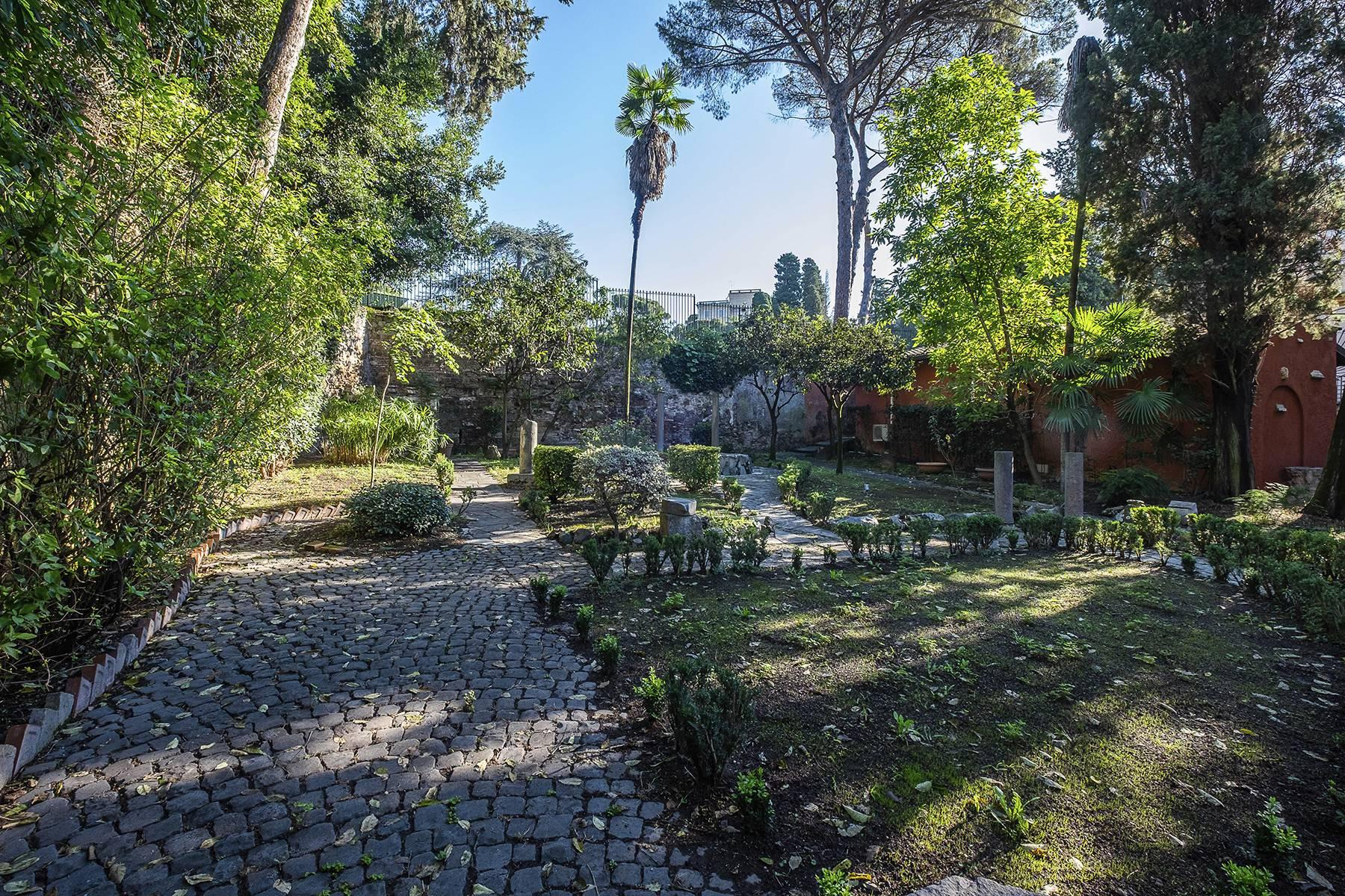 Elegant classical  Villa in the heart of Rome's archaeological ruins - 31