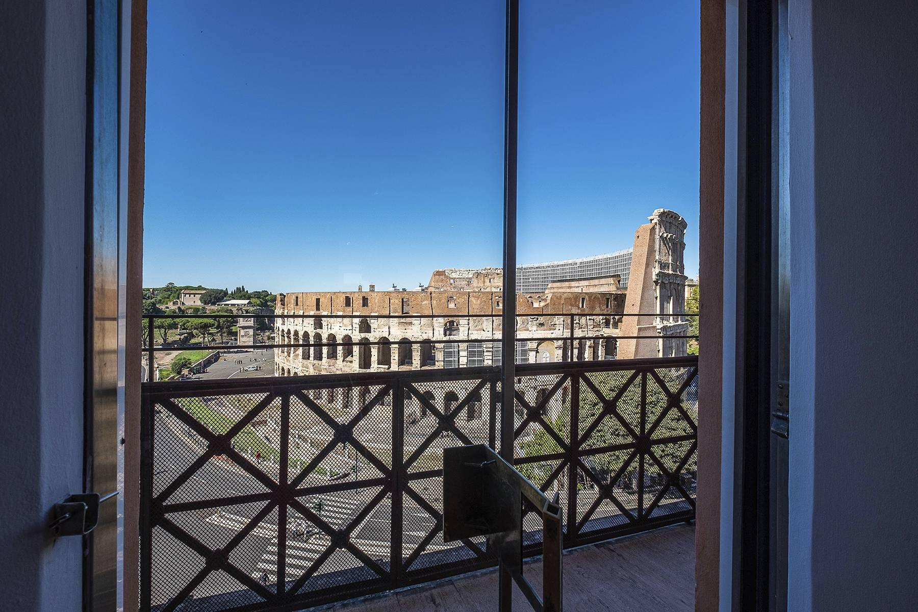 Charming apartment with a fine view of the Colosseum - 3