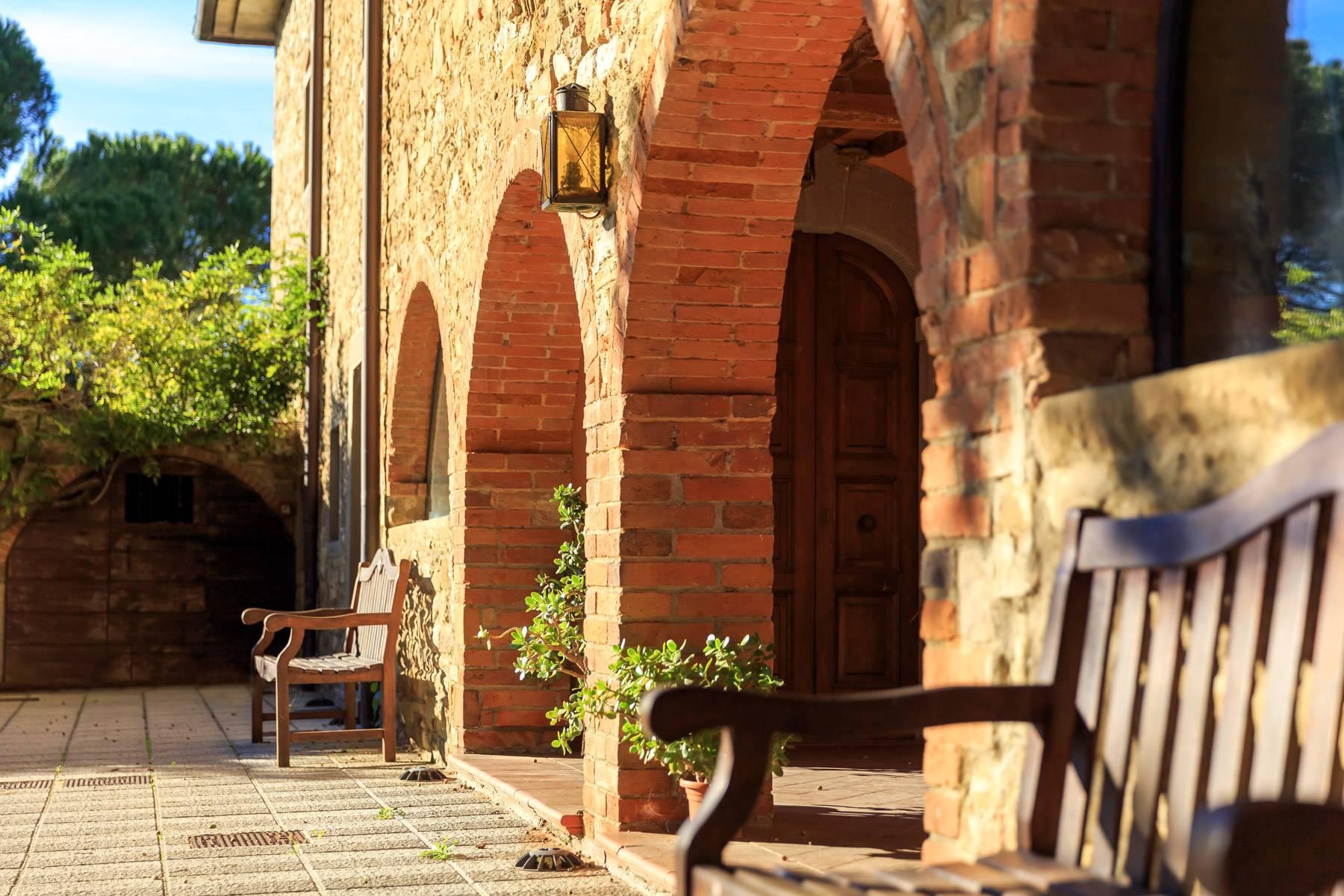 Historische Villa in der toskanischen Landschaft - 32