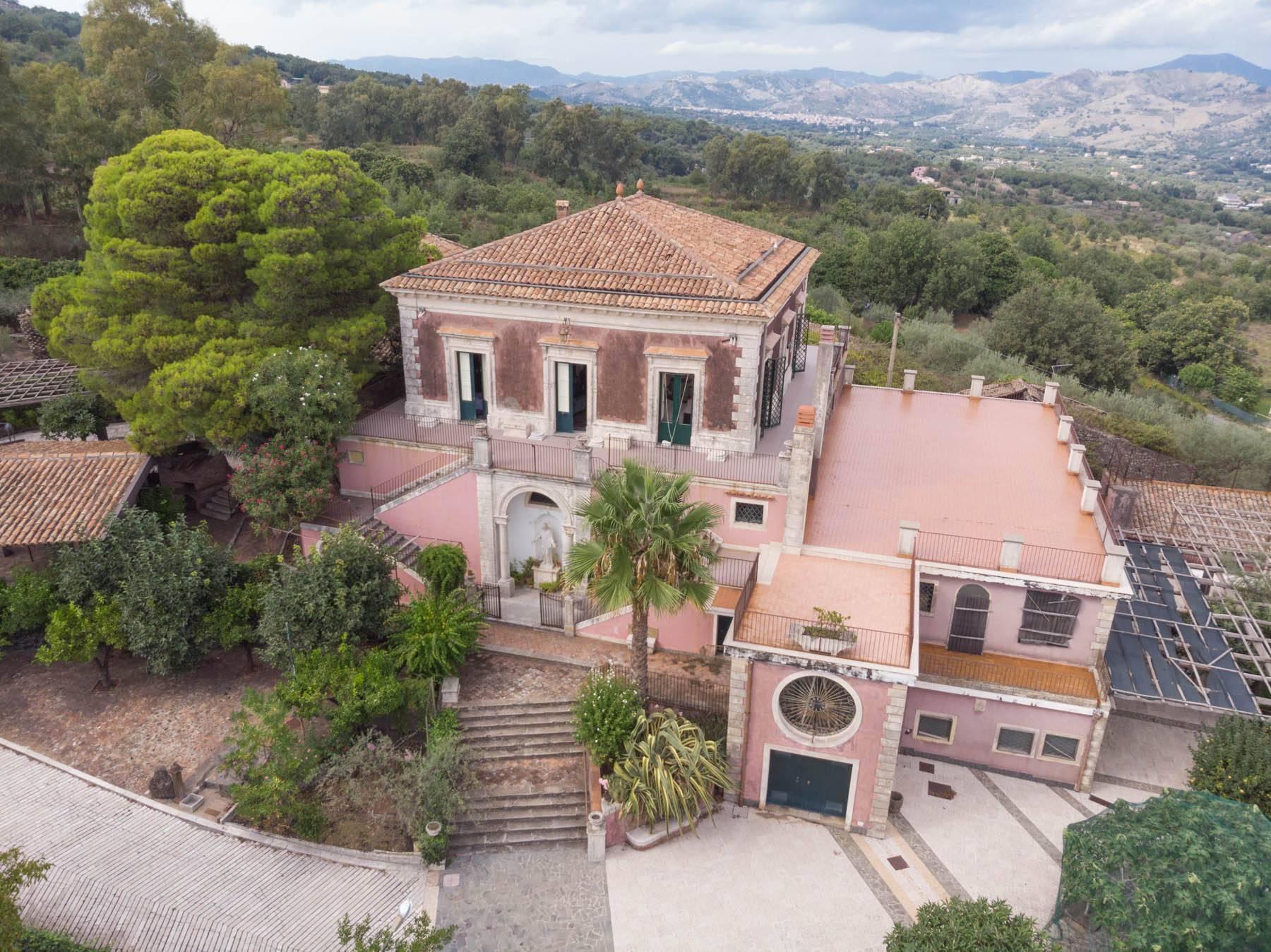 Villa padronale con terreno alle pendici dell'Etna - 1