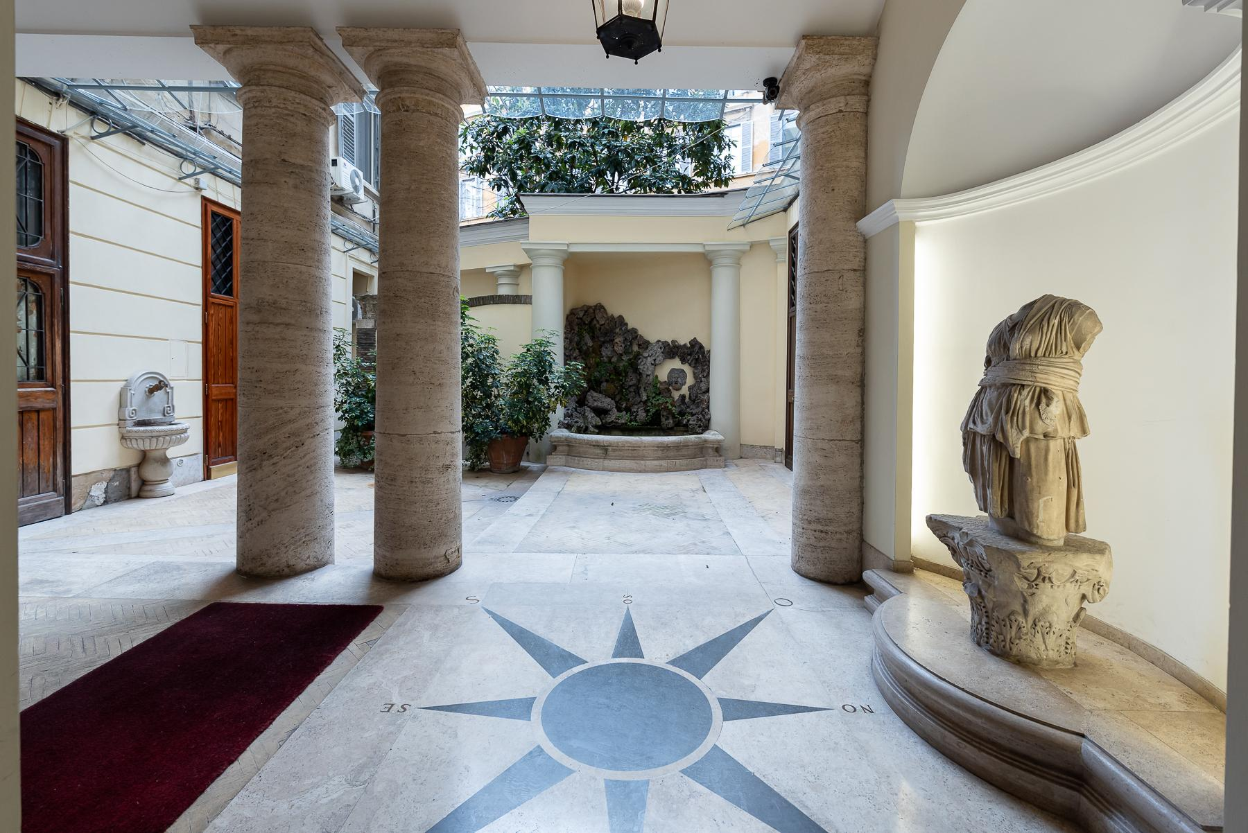 Роскошная квартира с большой террасой  в элегантном здании начала 900 года - 13