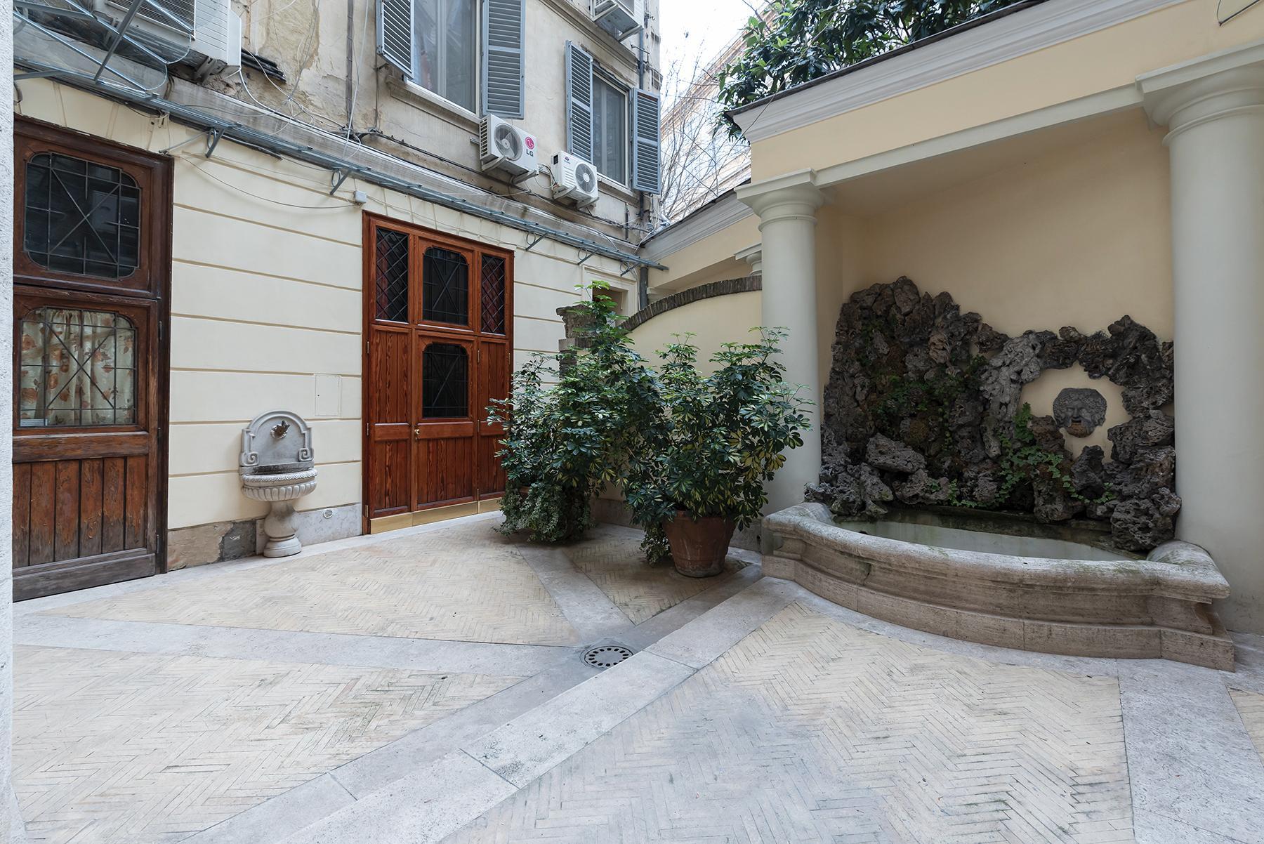 Роскошная квартира с большой террасой  в элегантном здании начала 900 года - 15