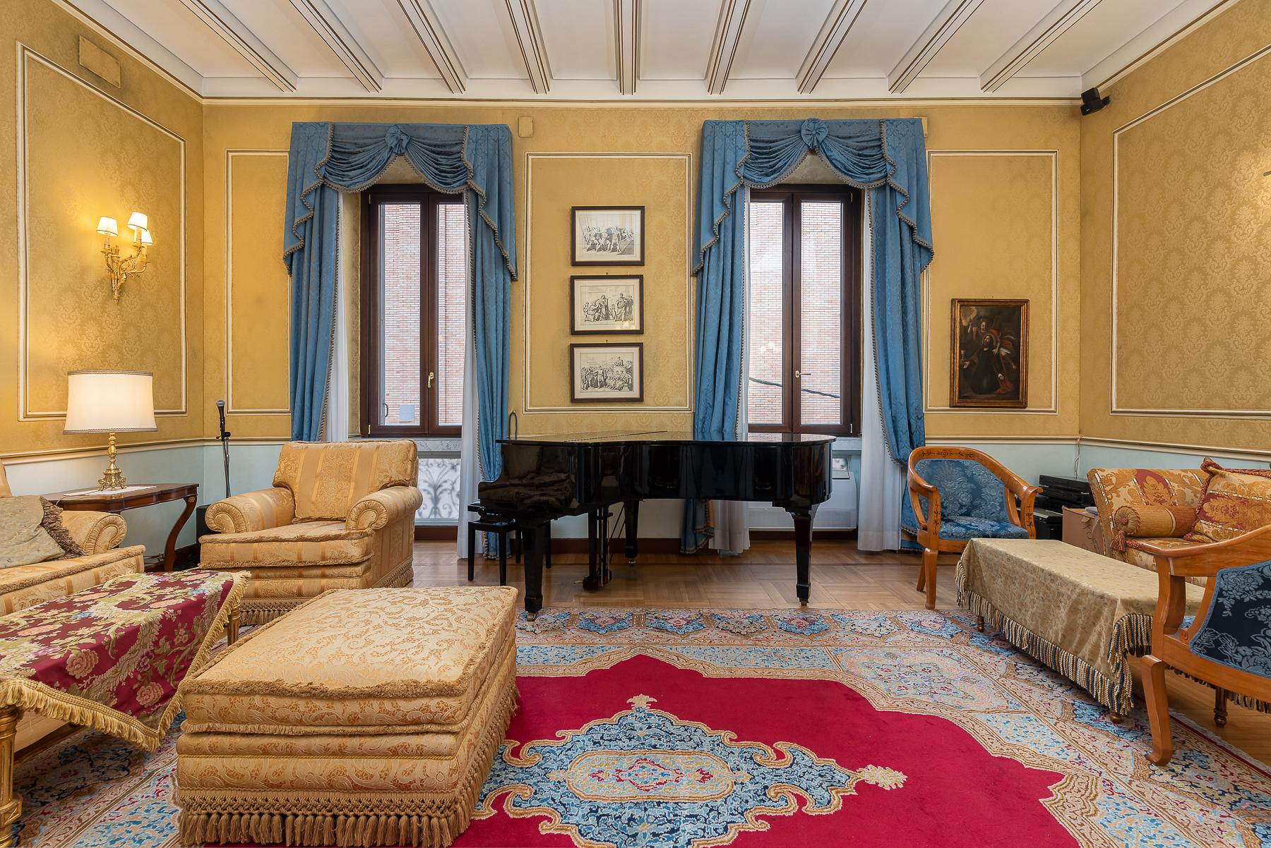 Роскошная квартира с большой террасой  в элегантном здании начала 900 года - 17