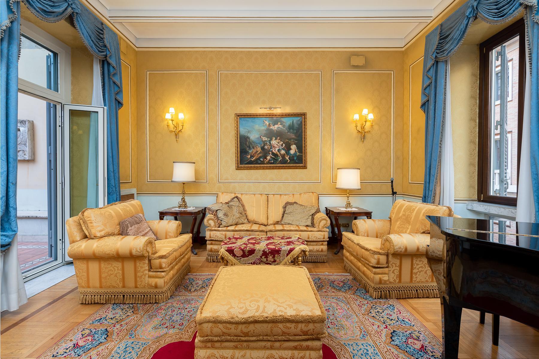 Роскошная квартира с большой террасой  в элегантном здании начала 900 года - 3