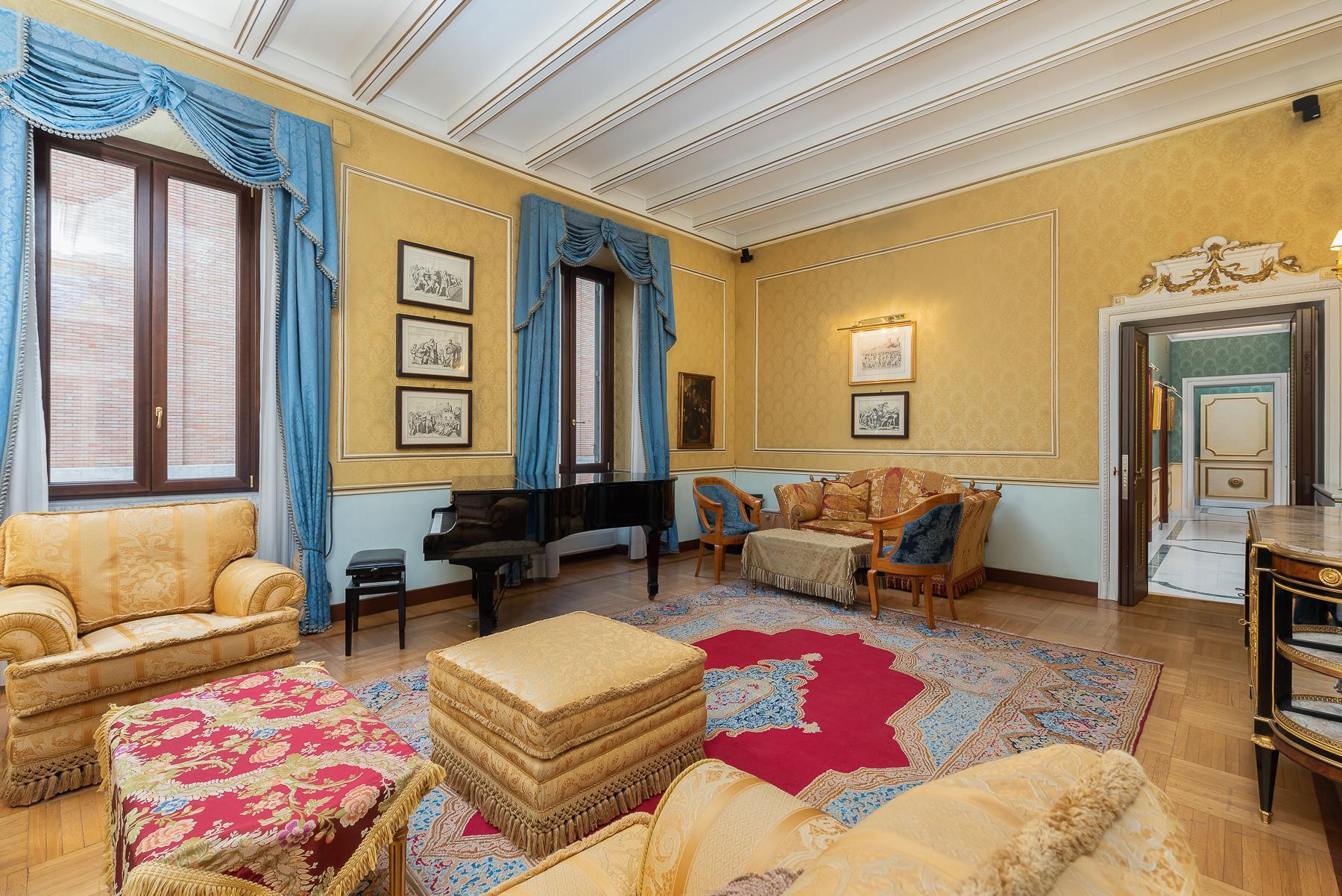 Роскошная квартира с большой террасой  в элегантном здании начала 900 года - 1
