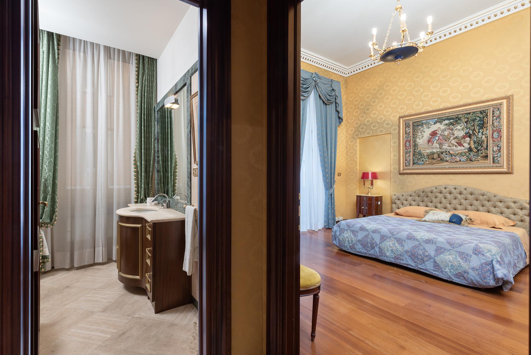 Роскошная квартира с большой террасой  в элегантном здании начала 900 года - 24