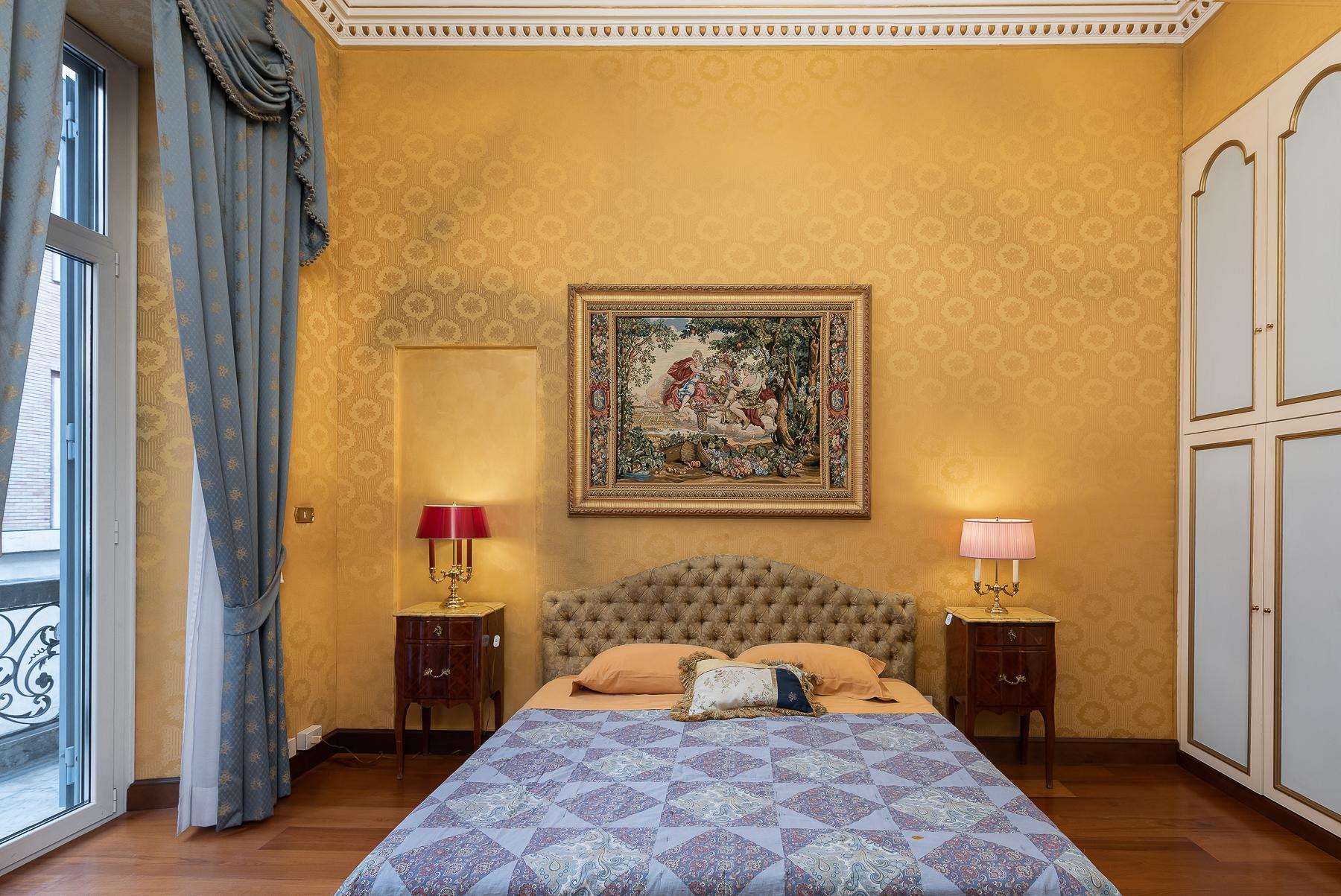 Роскошная квартира с большой террасой  в элегантном здании начала 900 года - 26