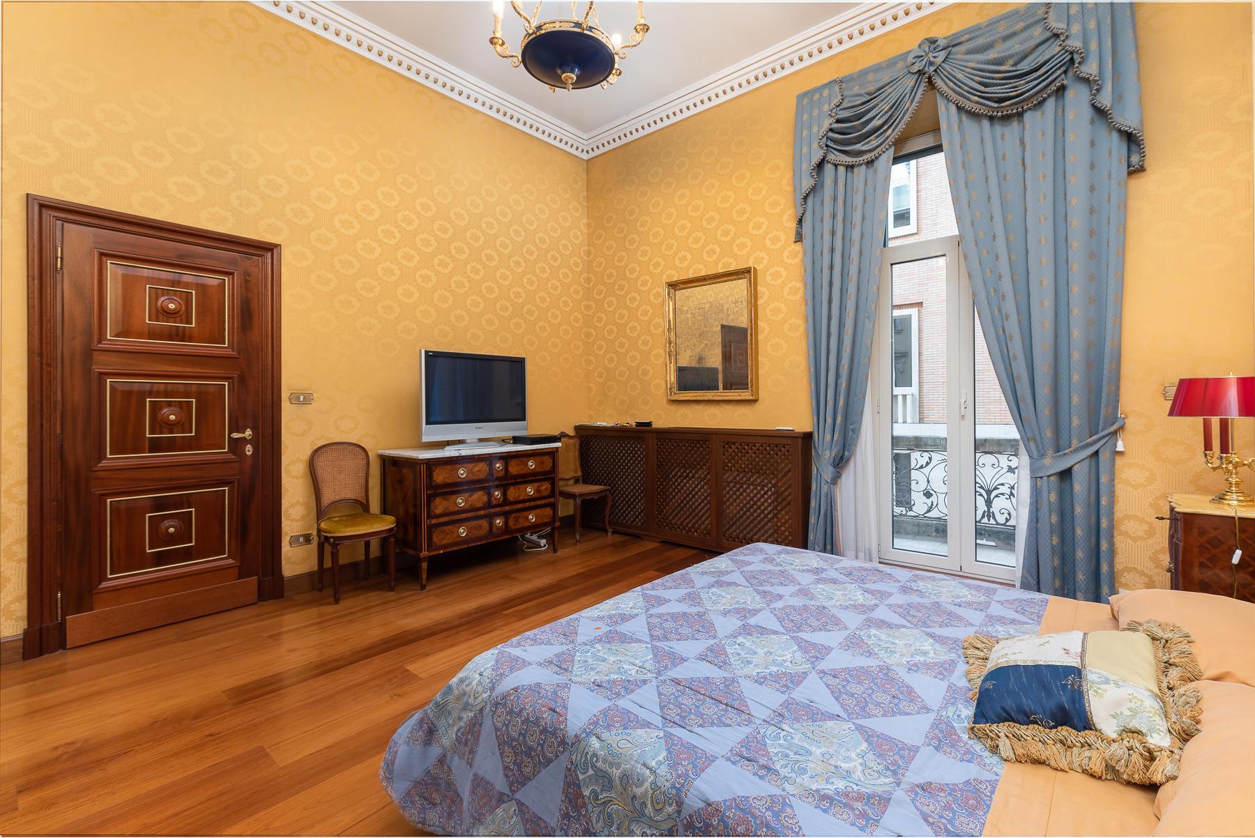 Роскошная квартира с большой террасой  в элегантном здании начала 900 года - 9